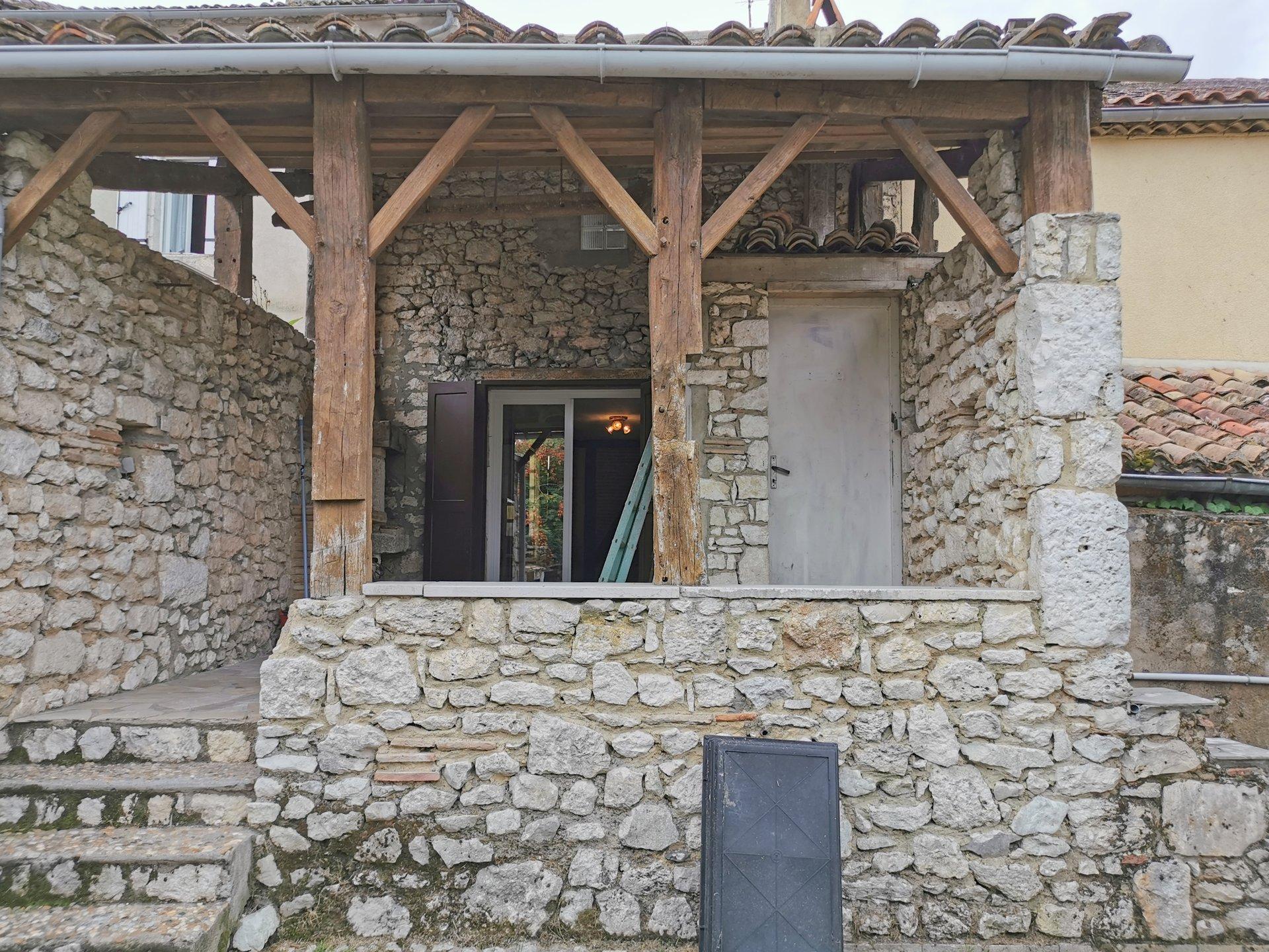 EXCLUSIVITE  Maison de village en pierres sur jardin