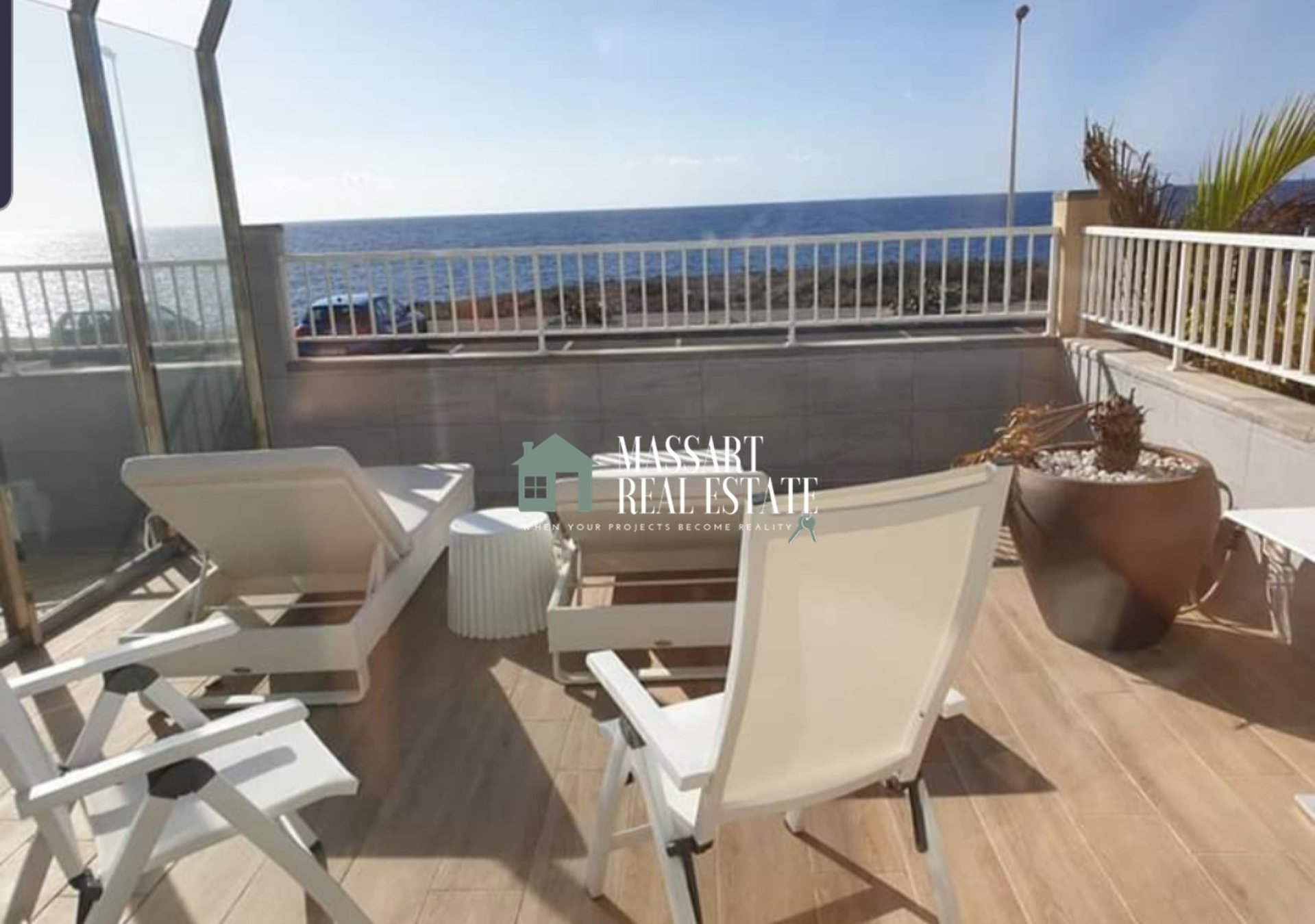 FOR SALE in El Médano, townhouse of 145 m2 a few meters from the sea.