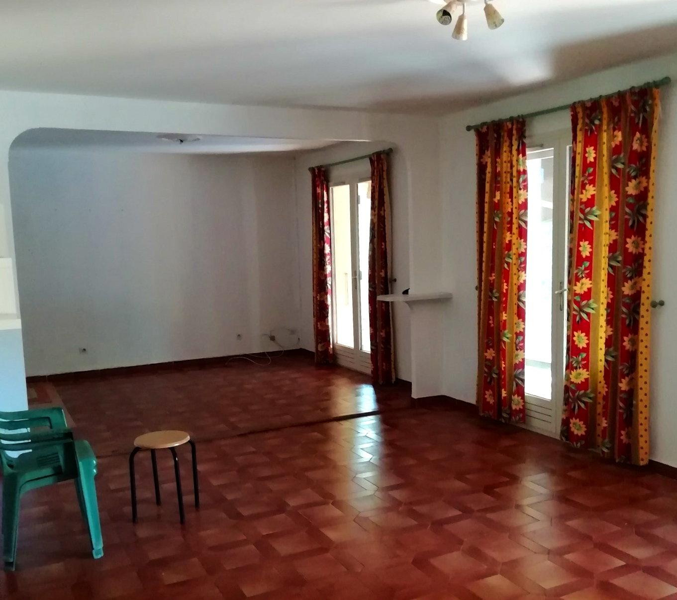 Vidauban, villa to be renovated in quiet surroundings.