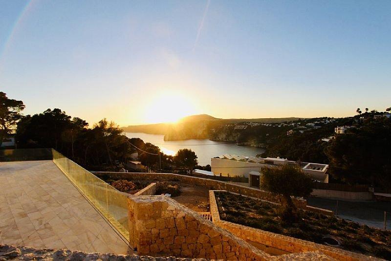 Villa de luxe en première ligne avec vue panoramique sur la mer