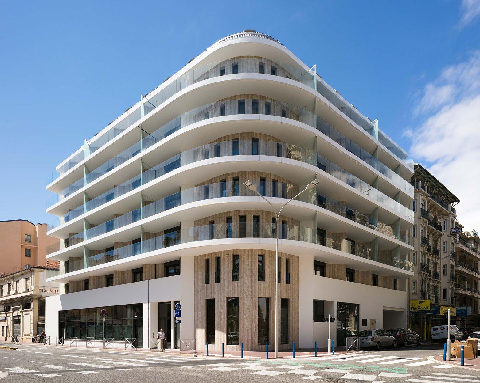 Nice New Building - Saint Pierre