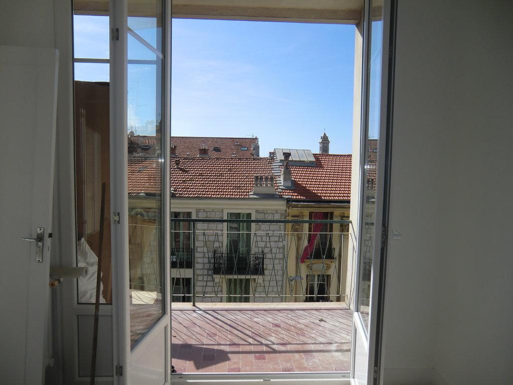 Libération 2 pièces avec terrasse et balcon entièrement rénové