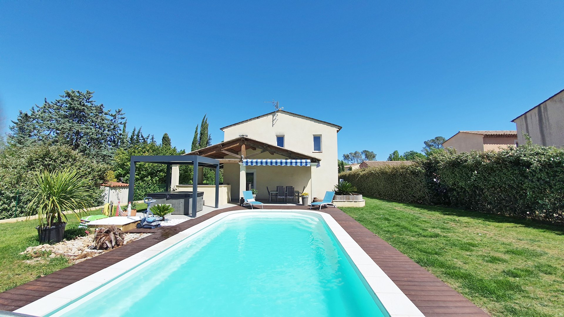 Fayence: contemporary villa with pool