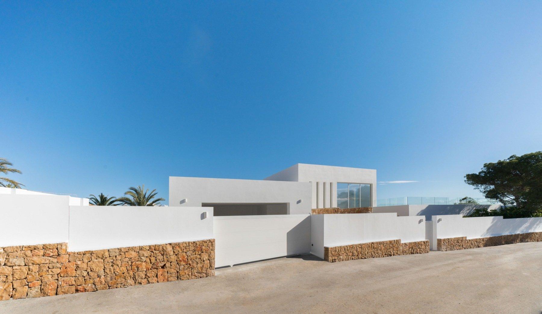 Absolument magnifique villa en première ligne avec 6 chambres et cave à vin