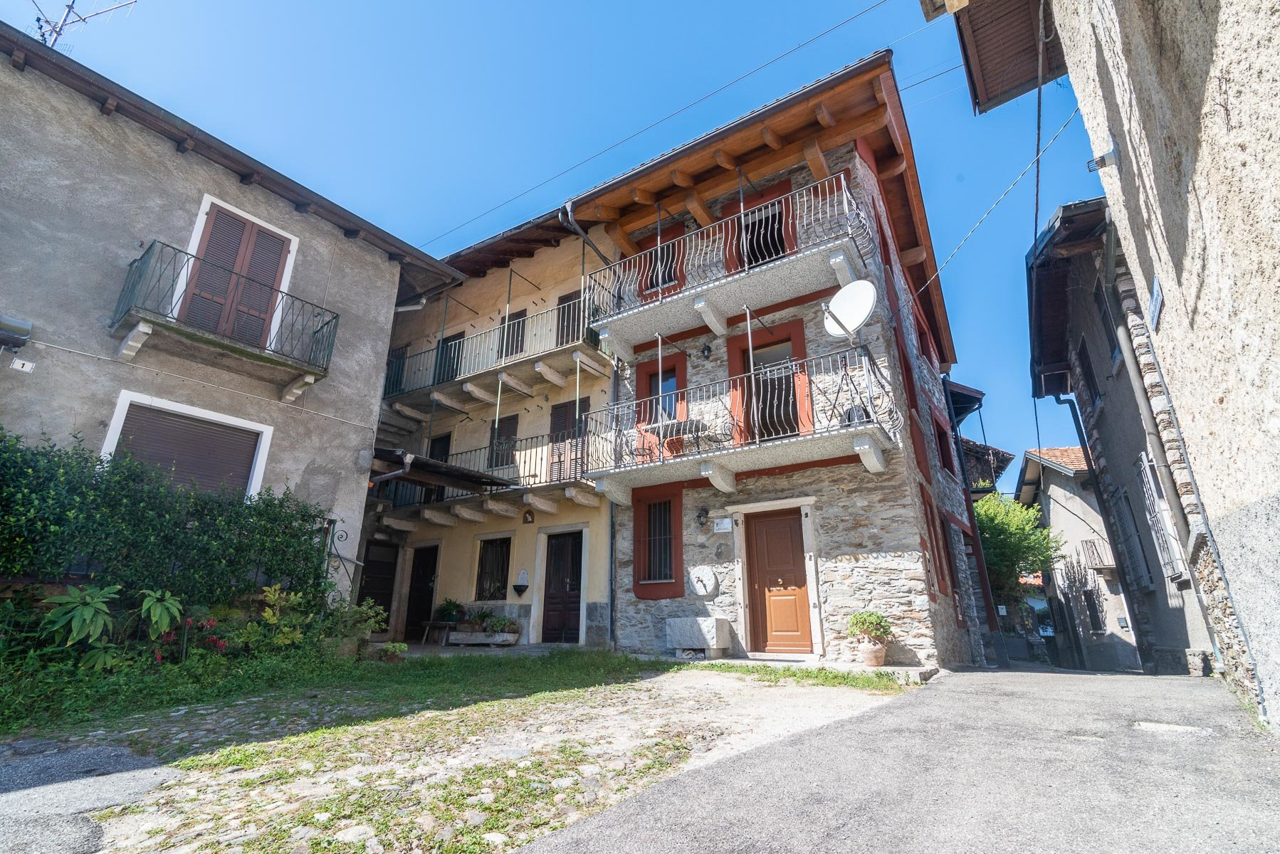 Renovated house for sale on the hill of Stresa