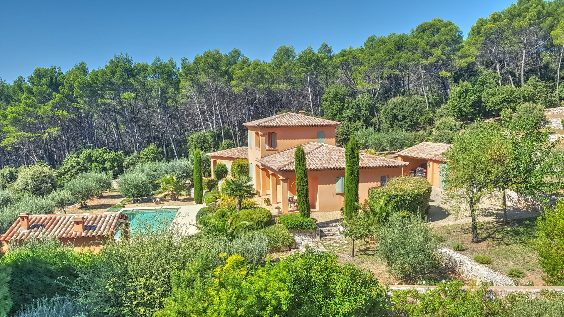 Exceptional quality property with panoramic view over Lorgues