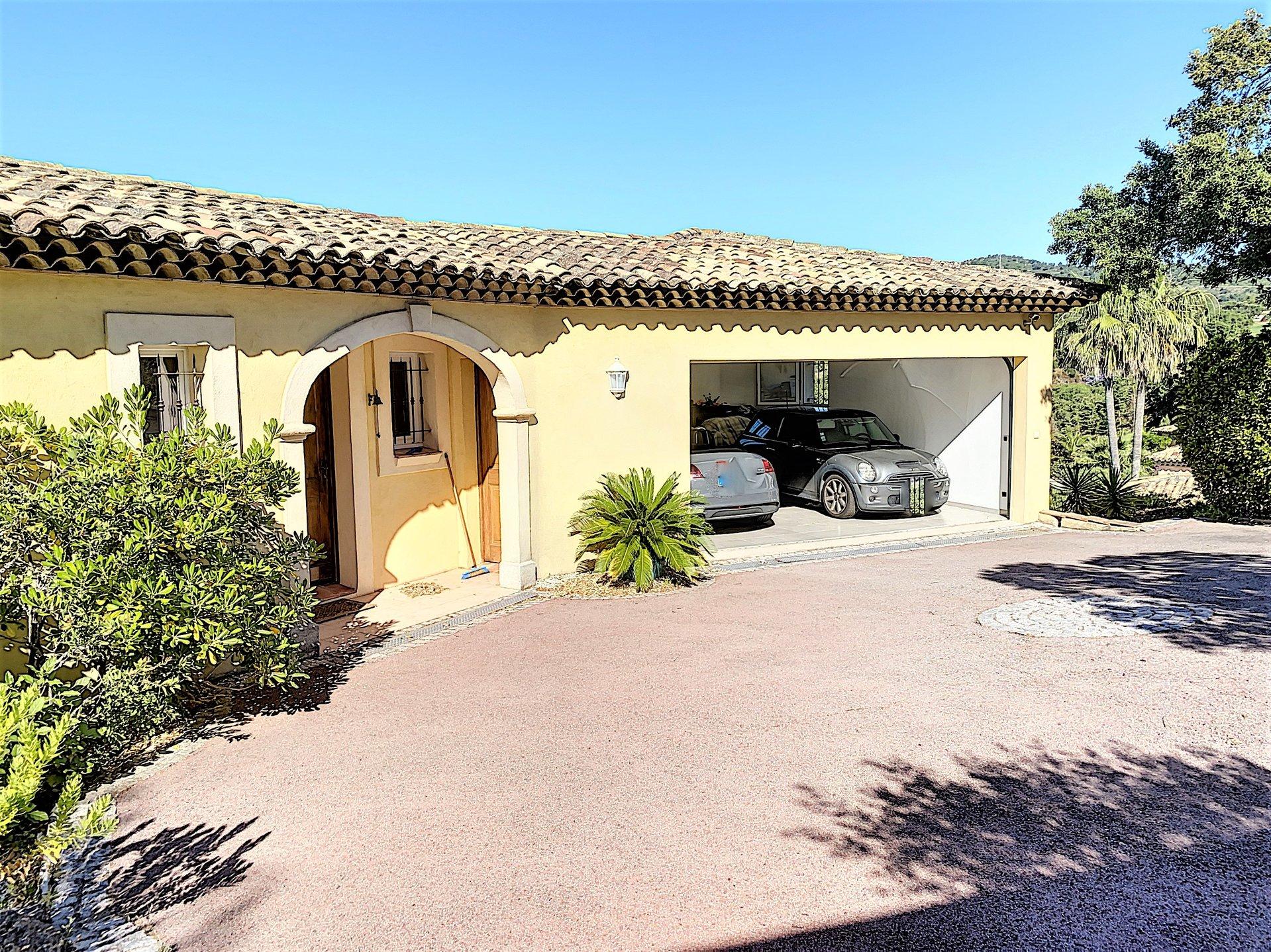 Beautiful villa with pool and nice sea view