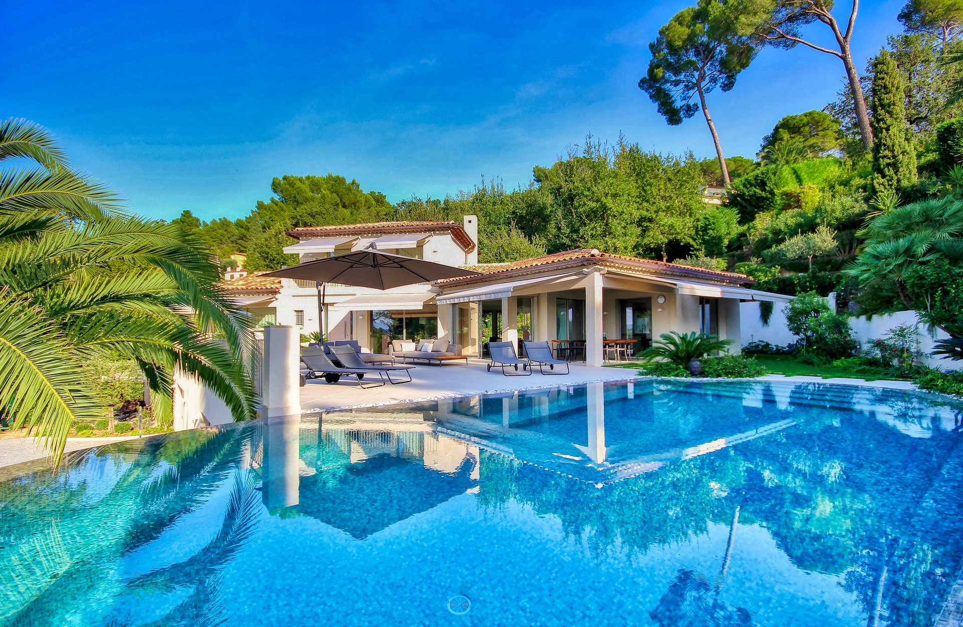 CONTEMPORARY VILLA - MOUGINS