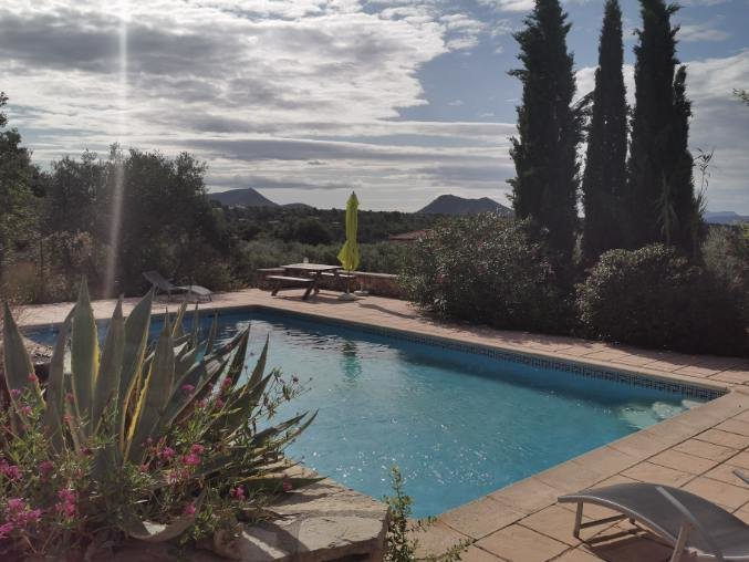 TAVERNES Cadre idyllique, maison 200m², piscine, vue dégagée sur le Bessillon
