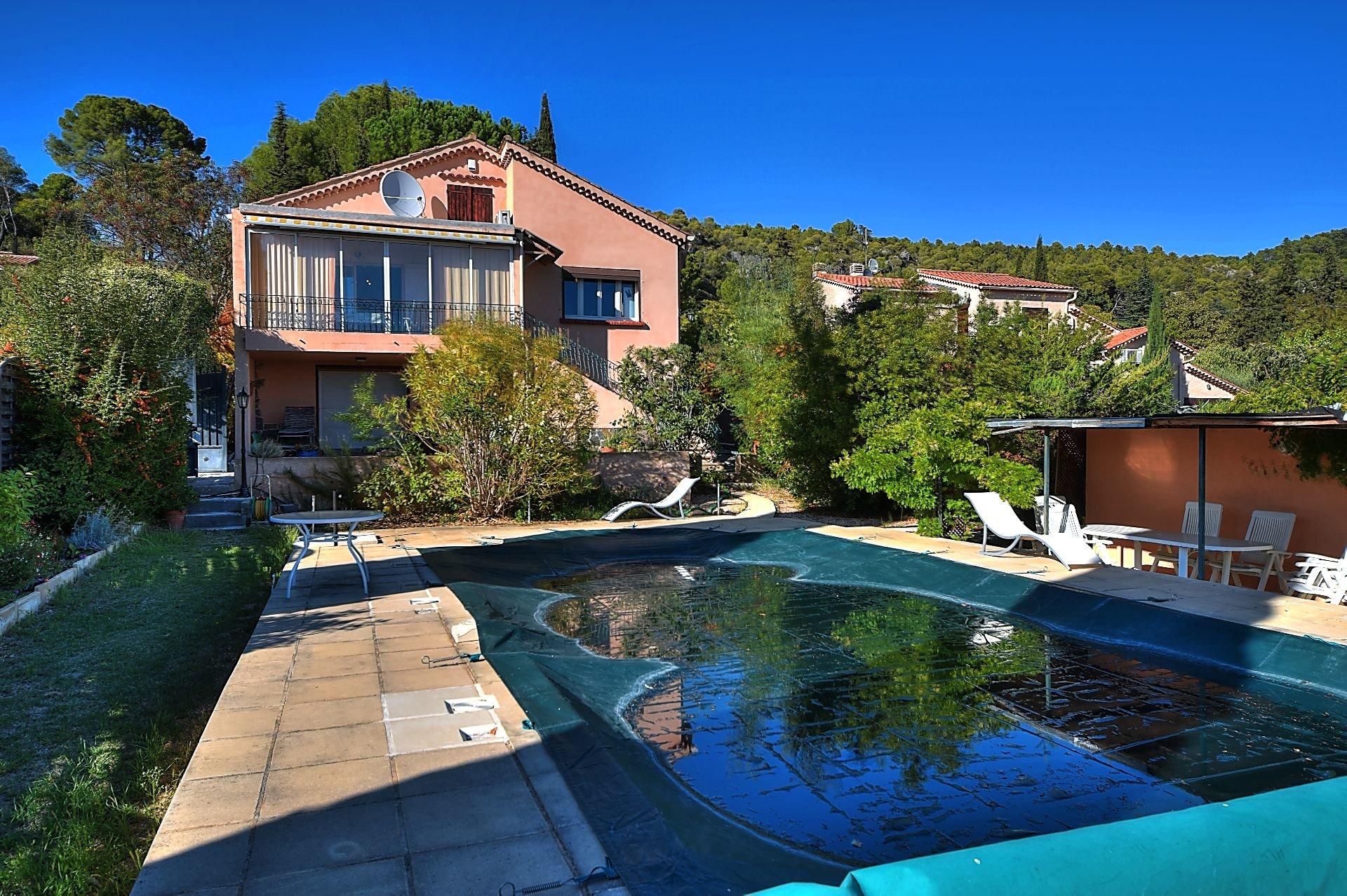 Villa avec studio indépendant piscine, Villecroze, Var