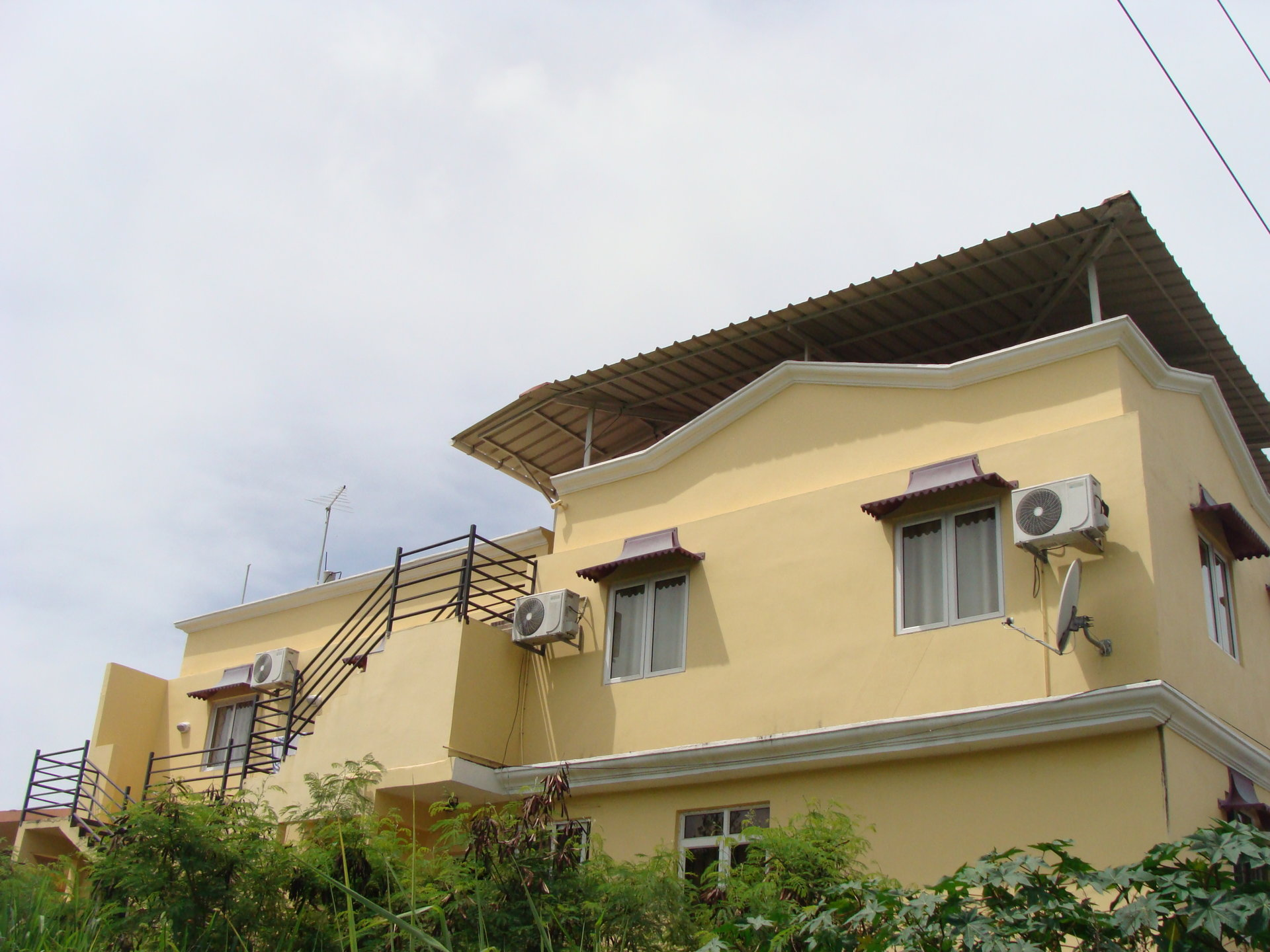 Building of 4 Apartments