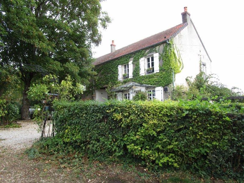Maison individuelle à vendre en Bourgogne avec dépendances