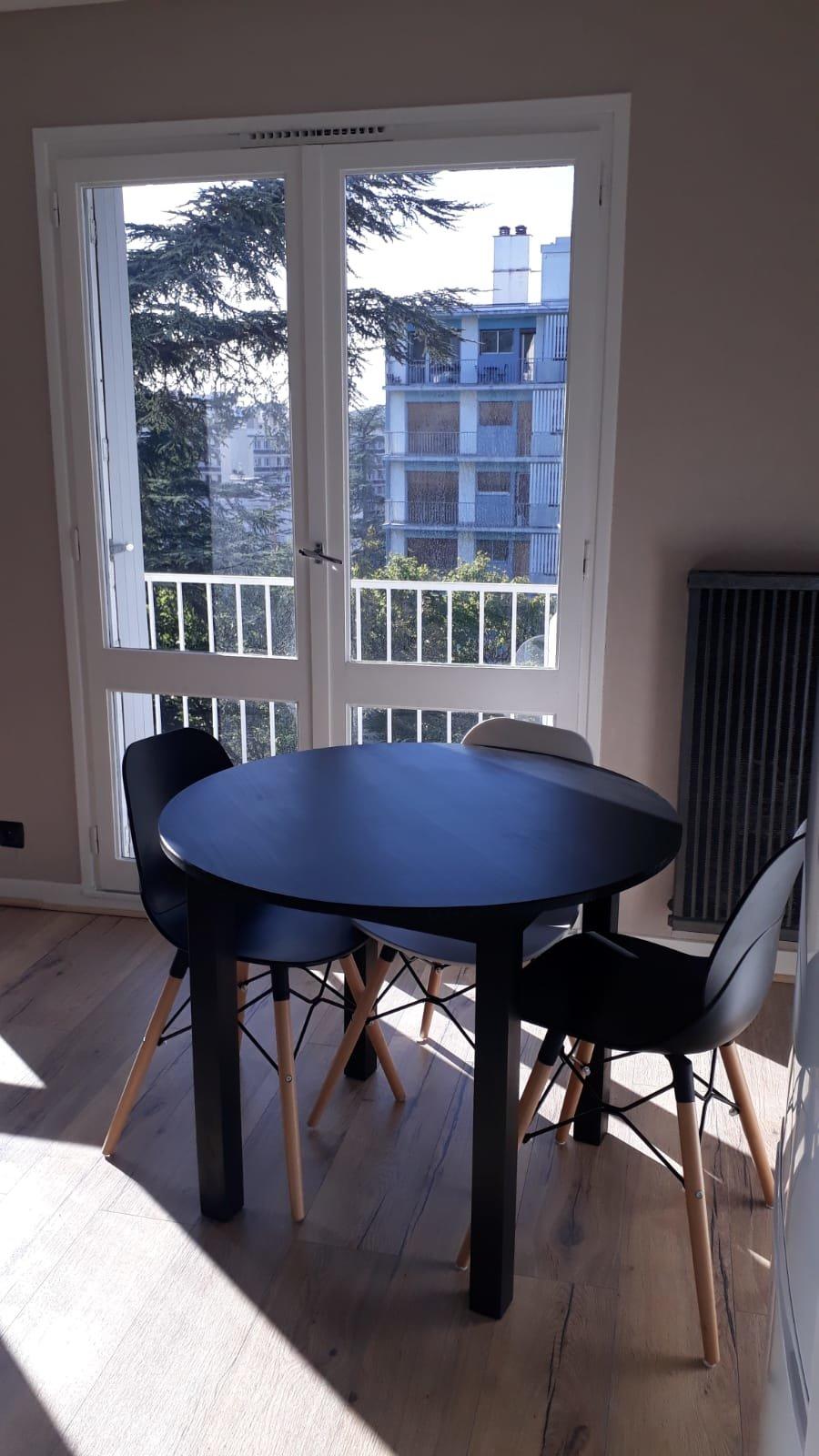 SAINT-ETIENNE - SECTEUR CONVENTION- Studio rénové meublé