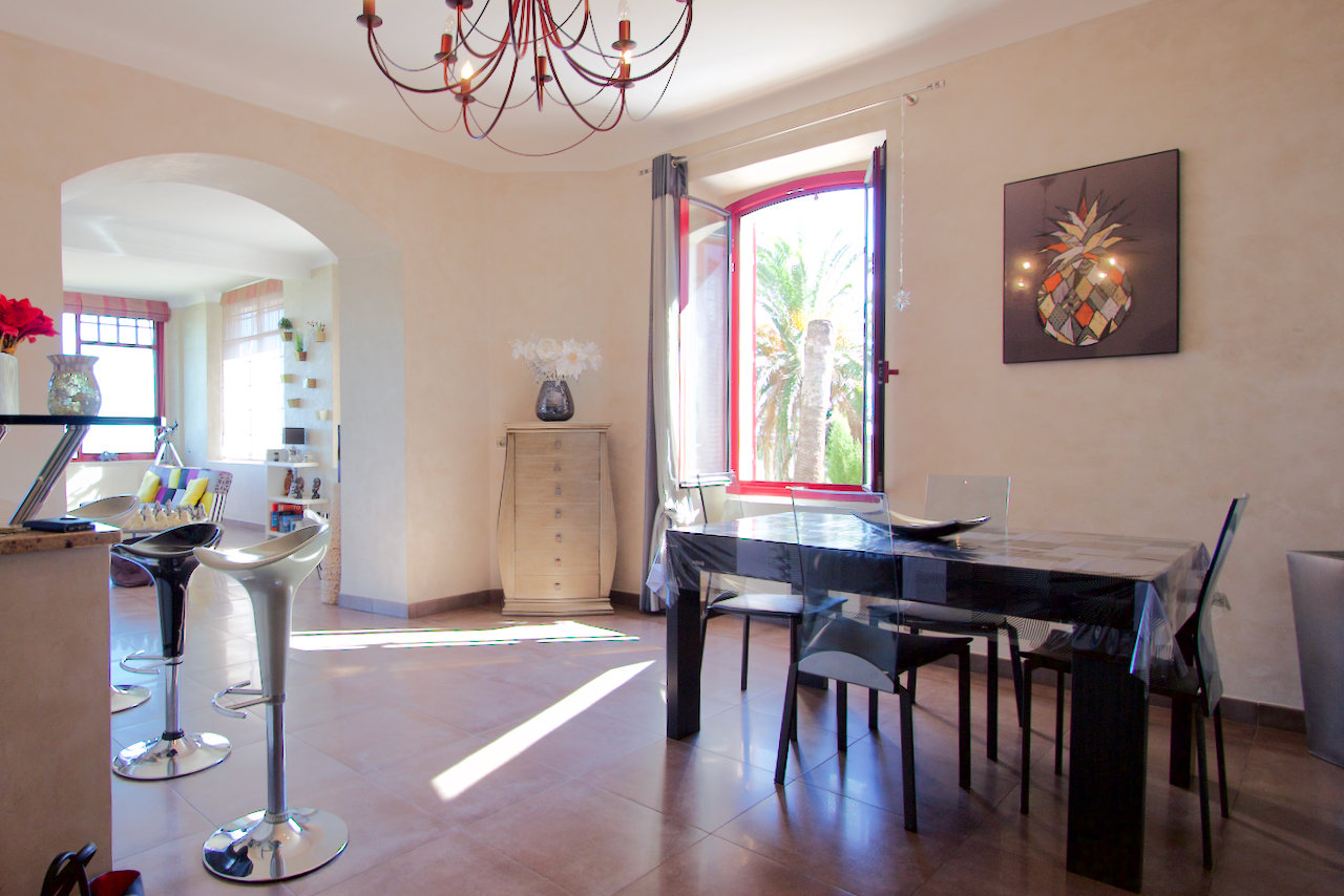 Le Trayas - Appartement de luxe (environ 115 m2) avec terrasse dans une villa rénovée avec une vue imprenable sur la mer!