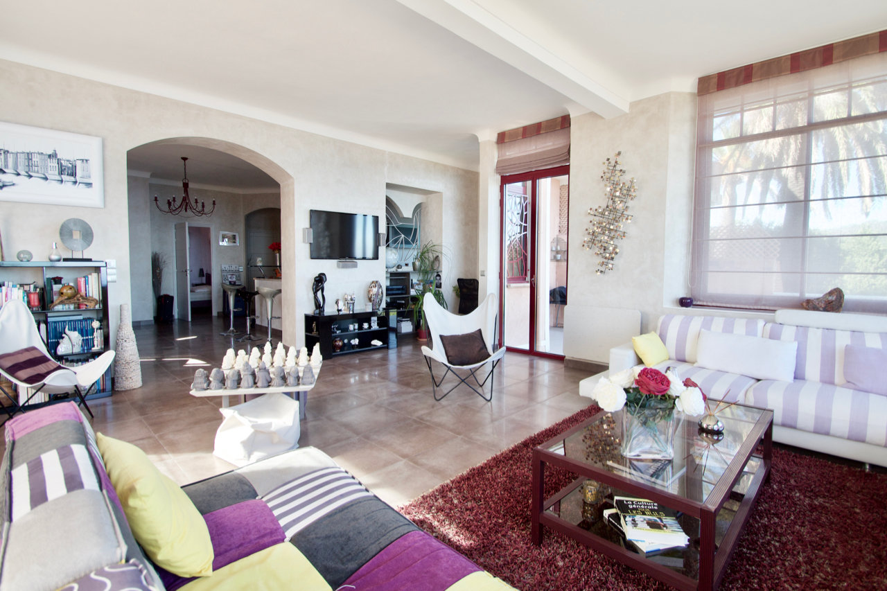 Le Trayas - Luxury Apartment (ca. 115 m2) with terrace in renovated  villa  with GREAT SEA-VIEW!