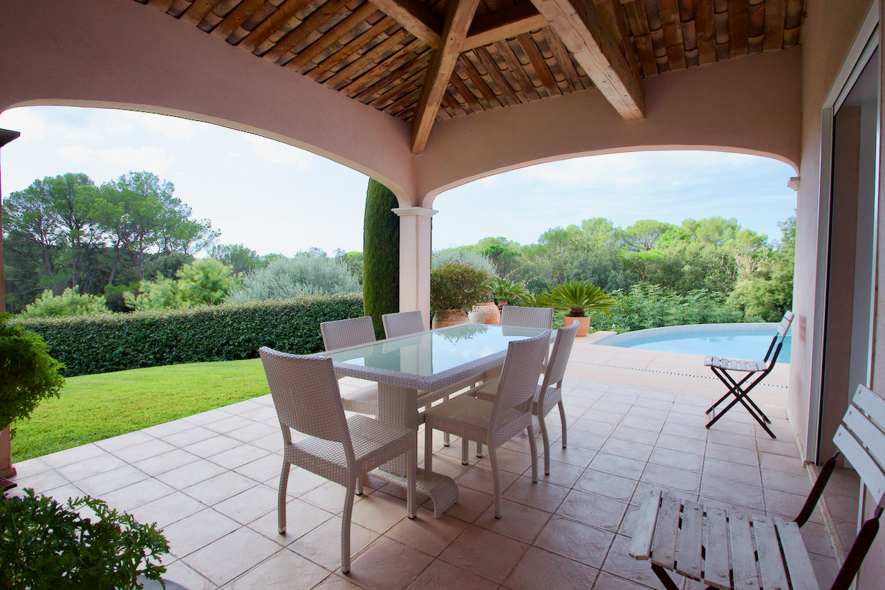 Saint Raphaël - Valescure - Bright, detached villa with stunning views to the golf.