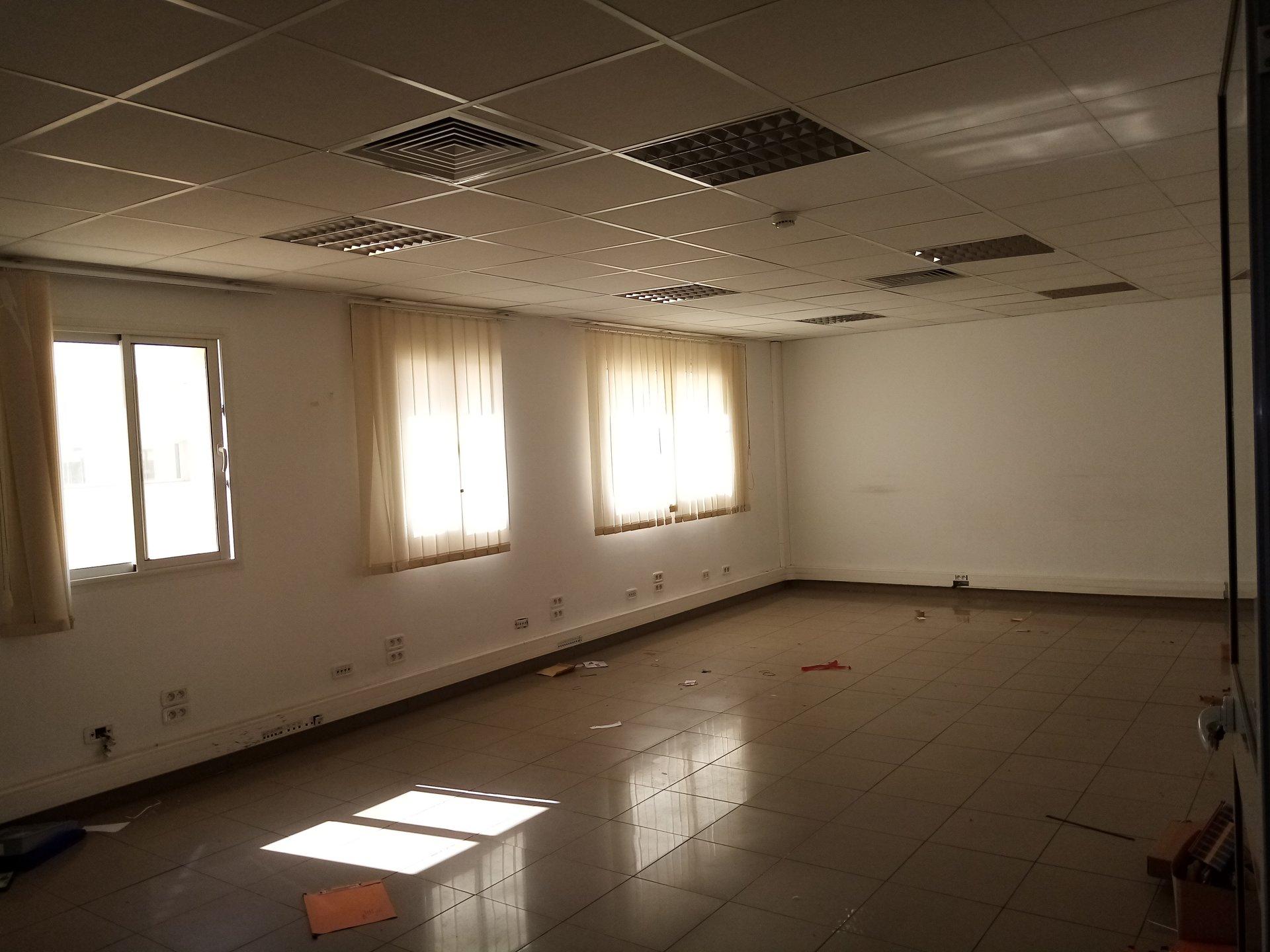 A louer un étage d'immeuble  spacieux
