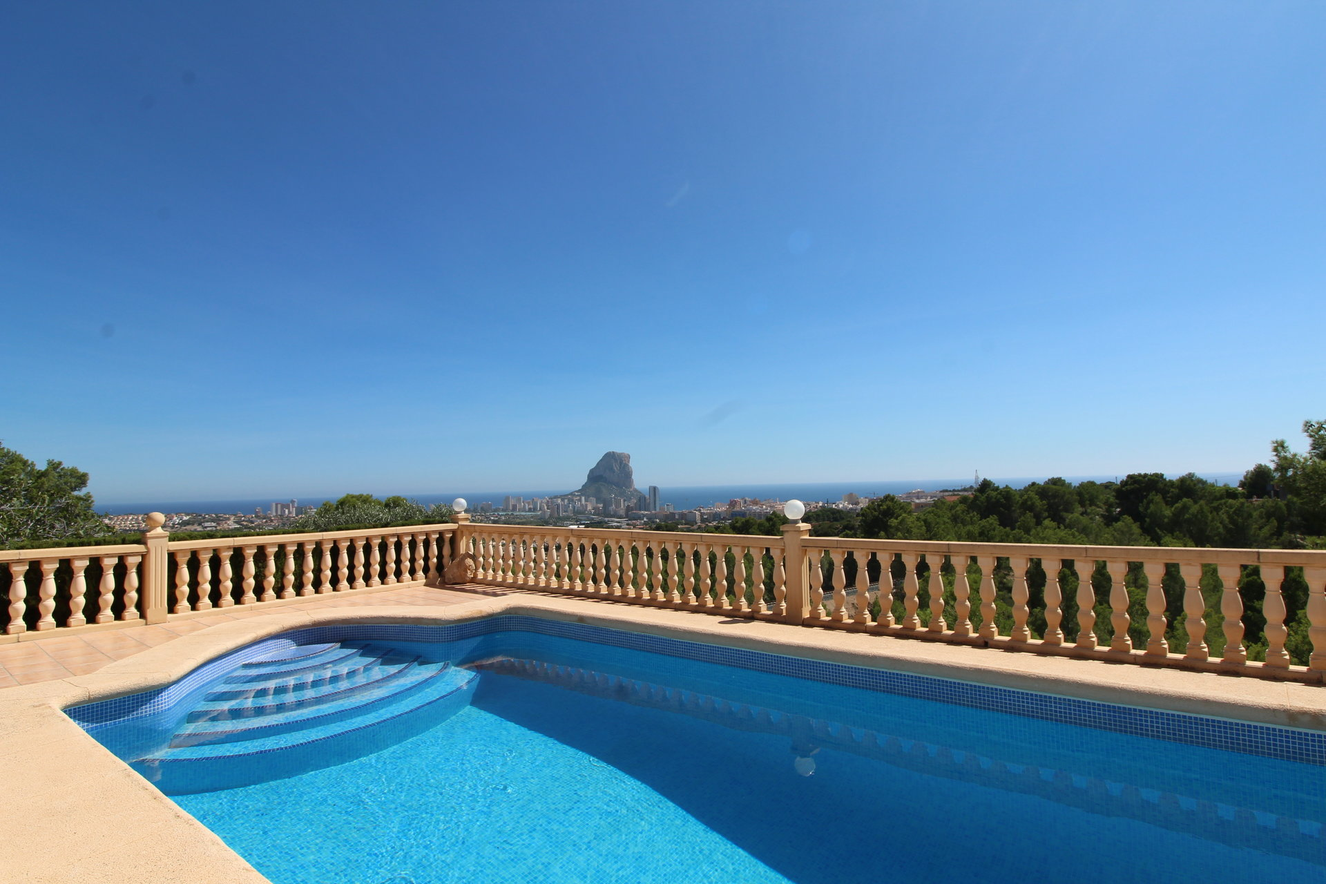 2 holiday homes with beautiful open views of the sea and Penon