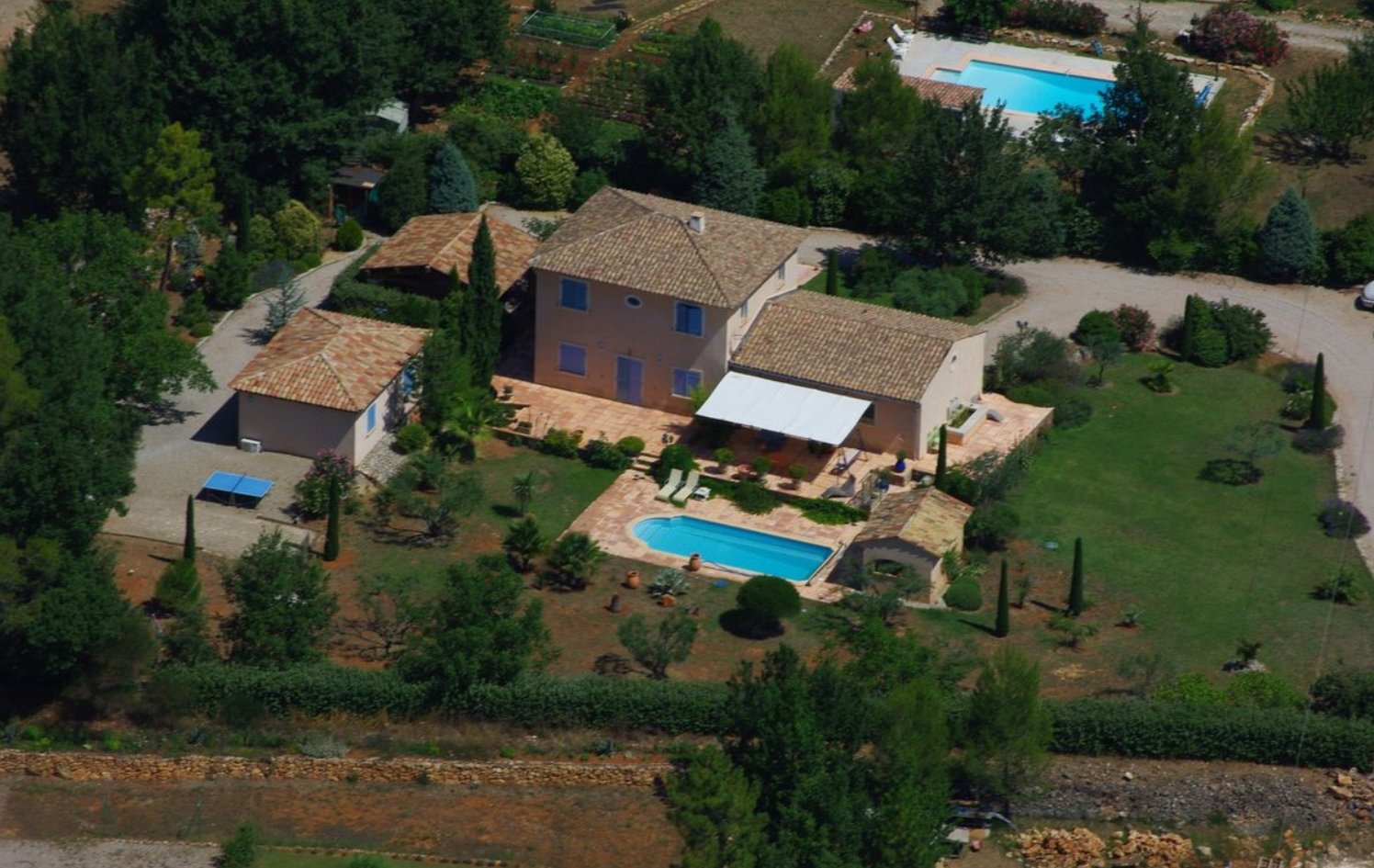 CHARMING BASTIDE WITHIN PARK