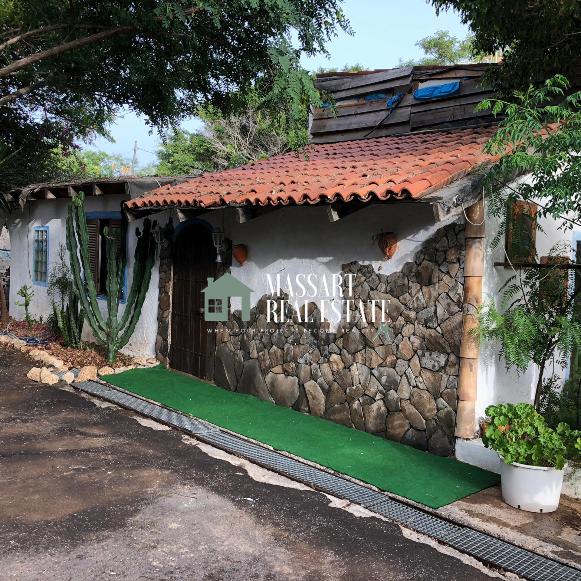 For rent in Granadilla de Abona, fully equipped house located in a rural environment.