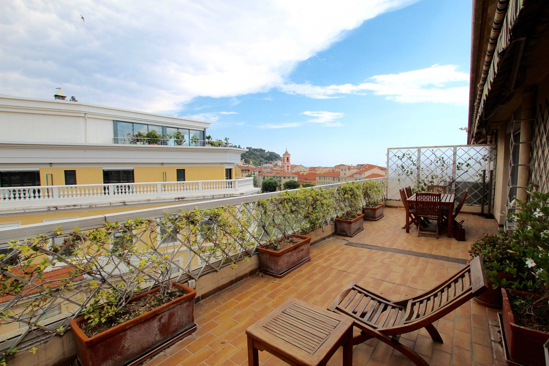 NICE - COULEE VERTE -  Top floor apartment with terrace