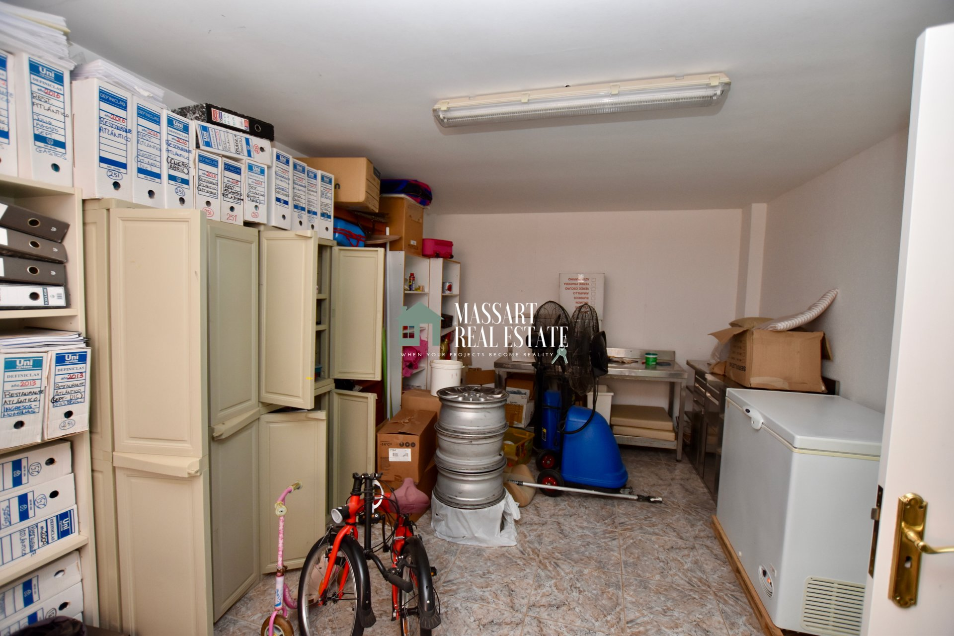 For sale in the center of Adeje, independent house distributed on two floors with privileged views.