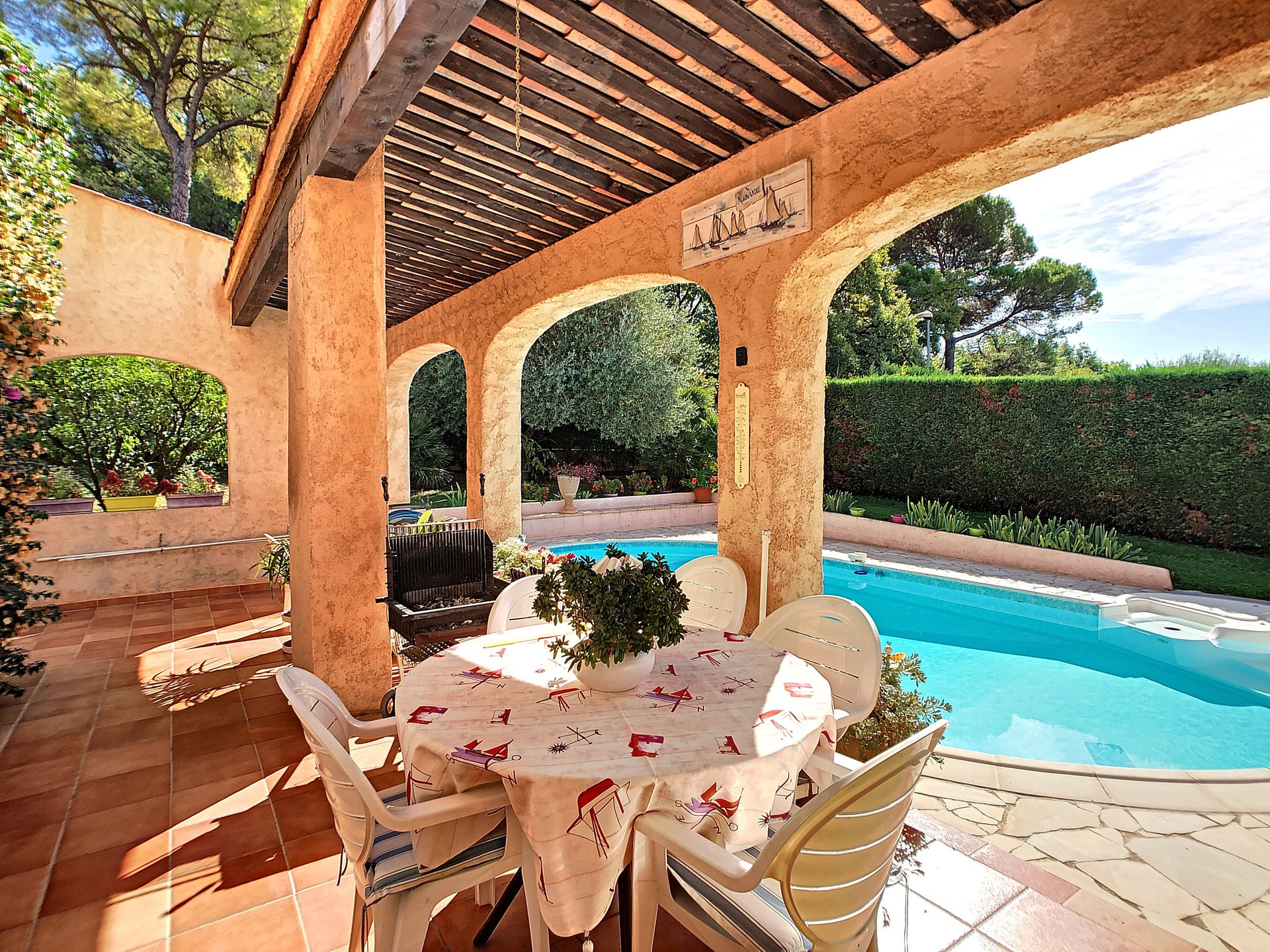 Mouans Sartoux, 4 bedrooms villa in a quiet area