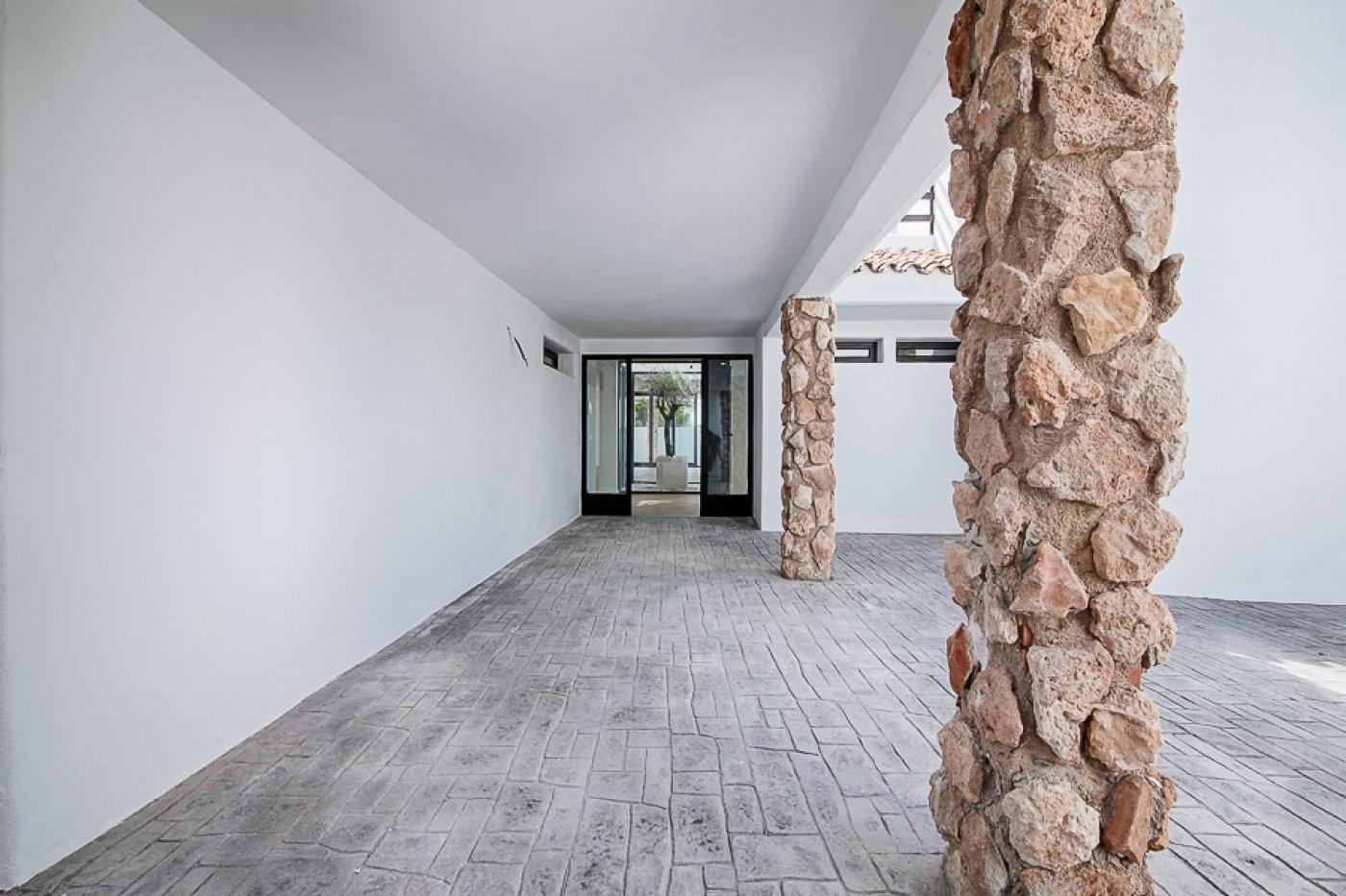 Grote villa volledig gerenoveerd in semi-Ibiza-stijl