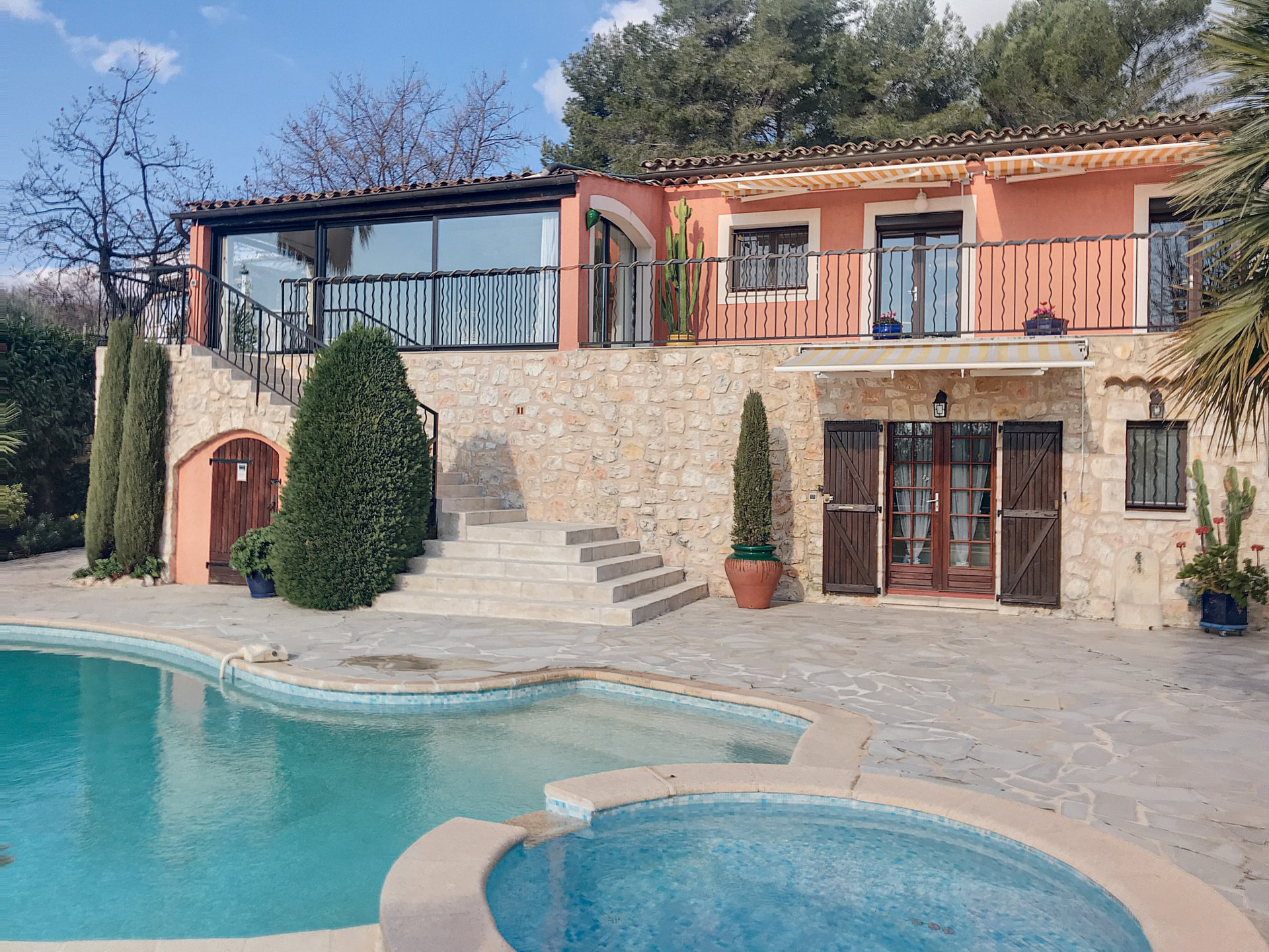 Provencal and spacios villa with sea view in Tourrettes Sur Loup