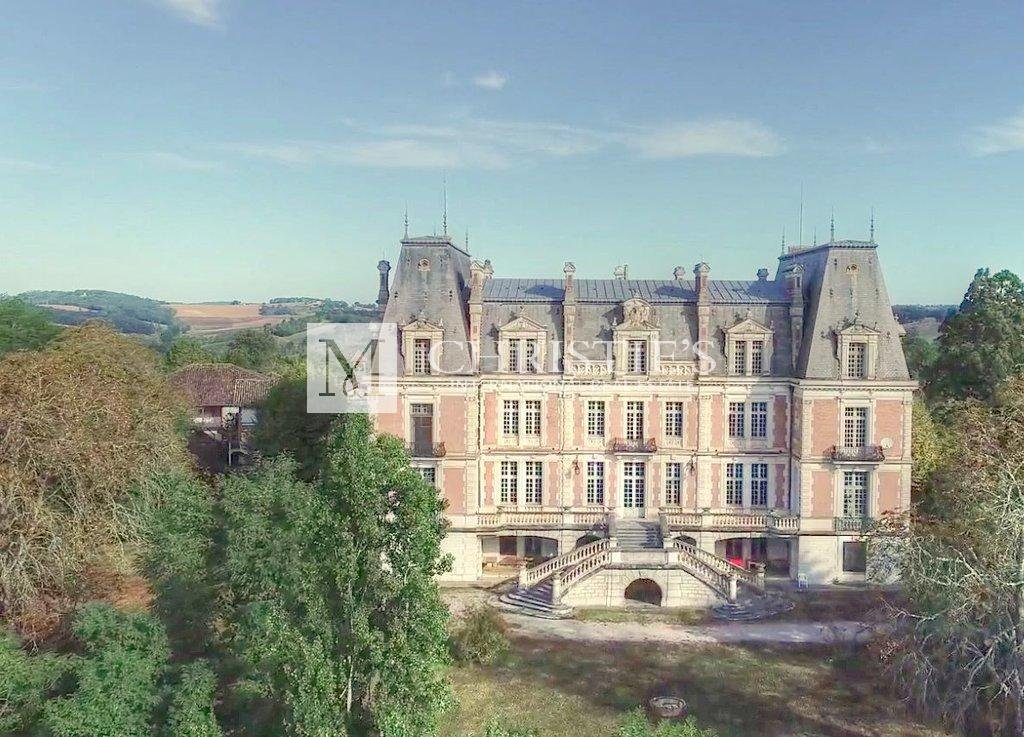 Imposing C19th Chateau Estate with 68 ha of land + lake