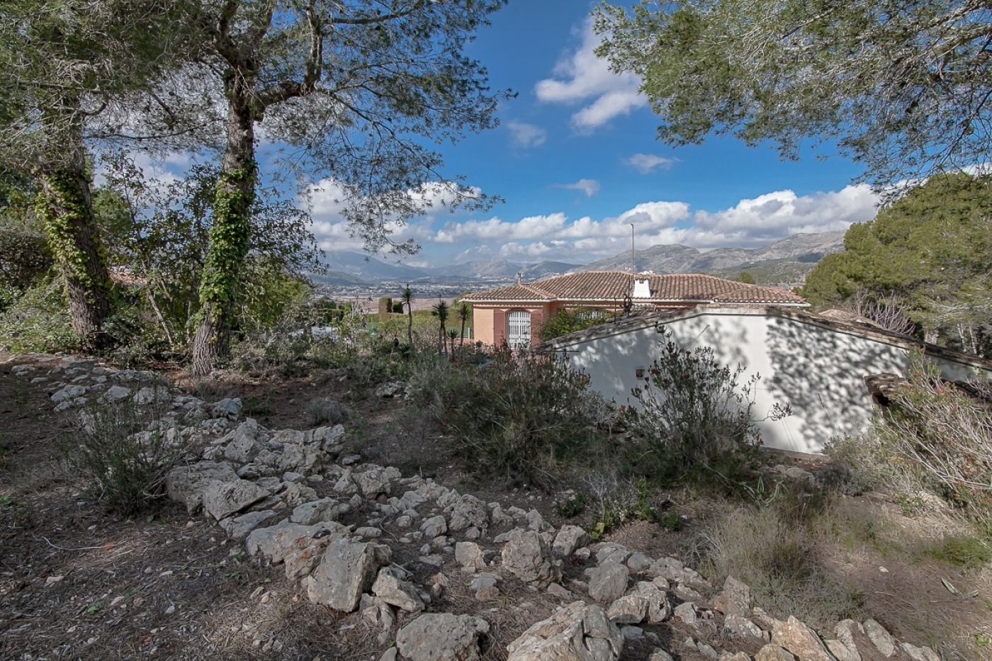 Big villa to reform with beautiful view over the valley