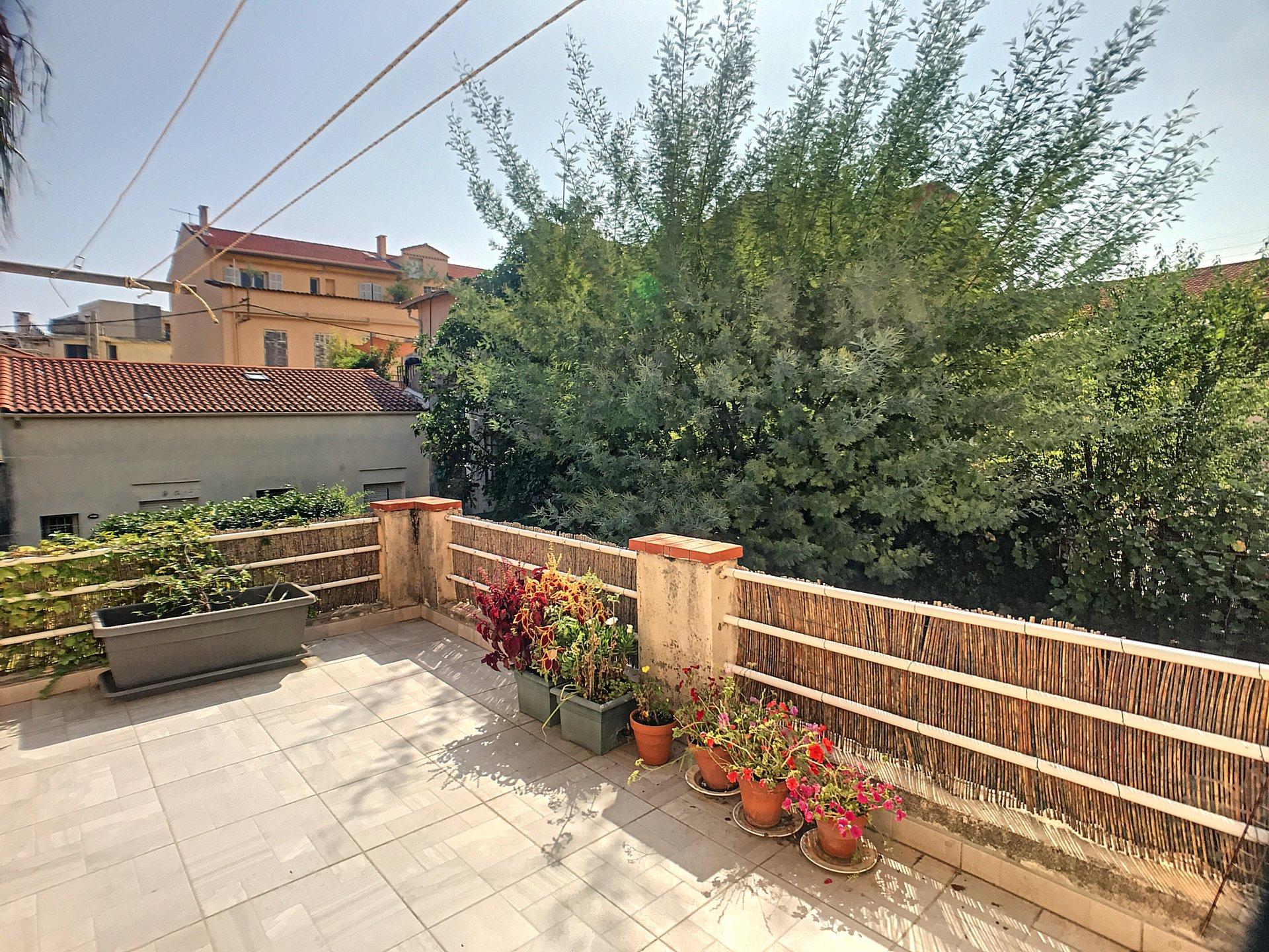 Cannes Stanislas,  grand 2 pièces avec belle terrasse