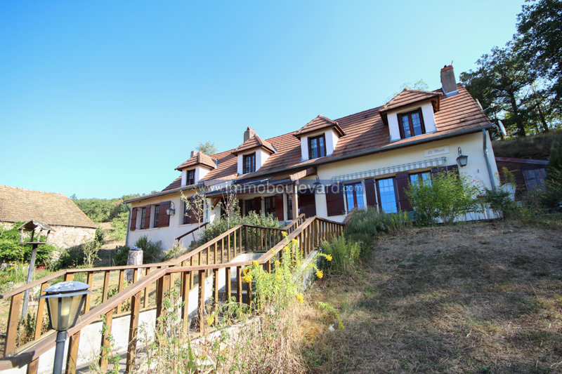 Large house for sale in the Morvan completely independent