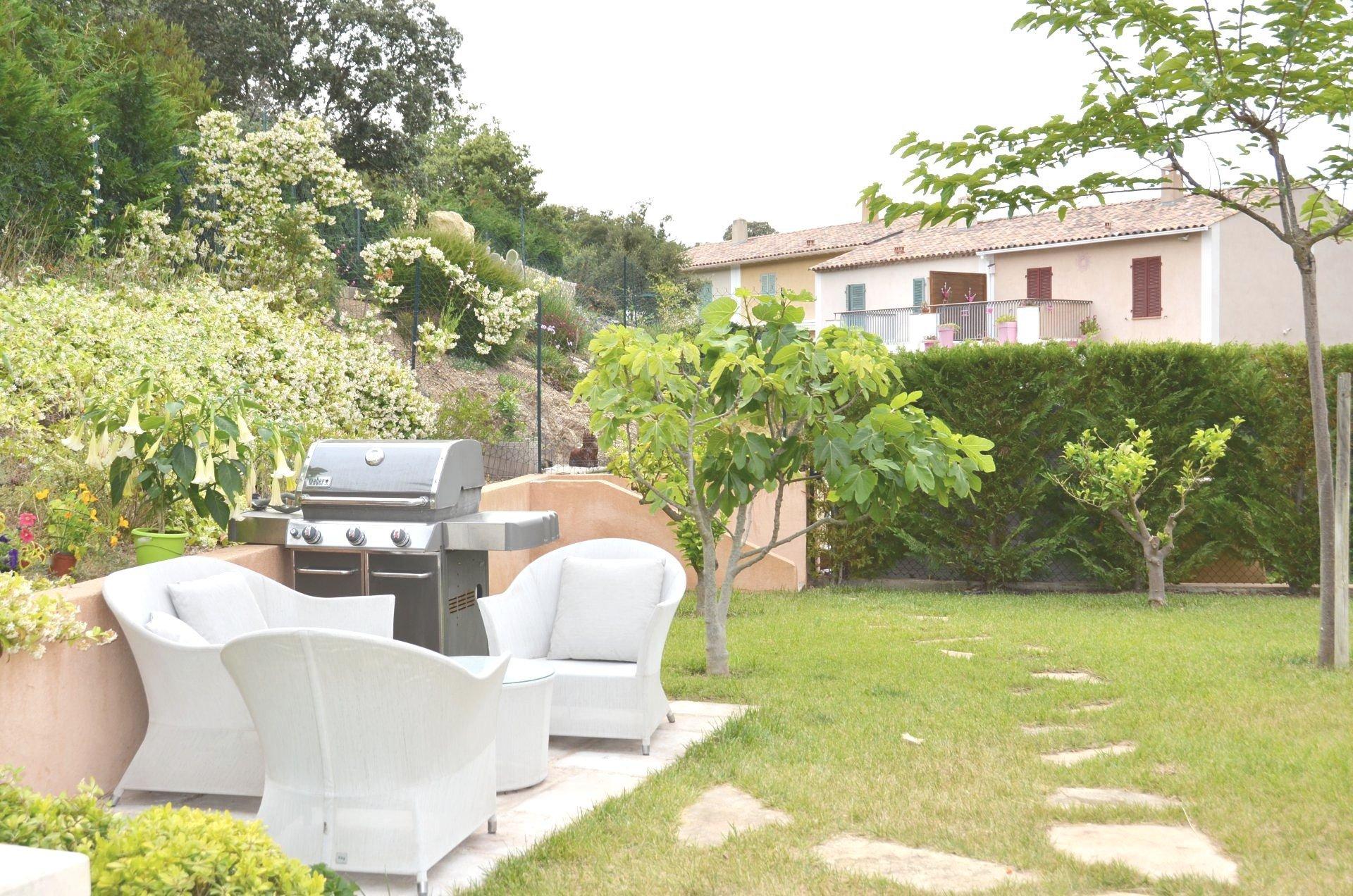 Charmante villa familiale avec la piscine sur le hauteur de Perrussier
