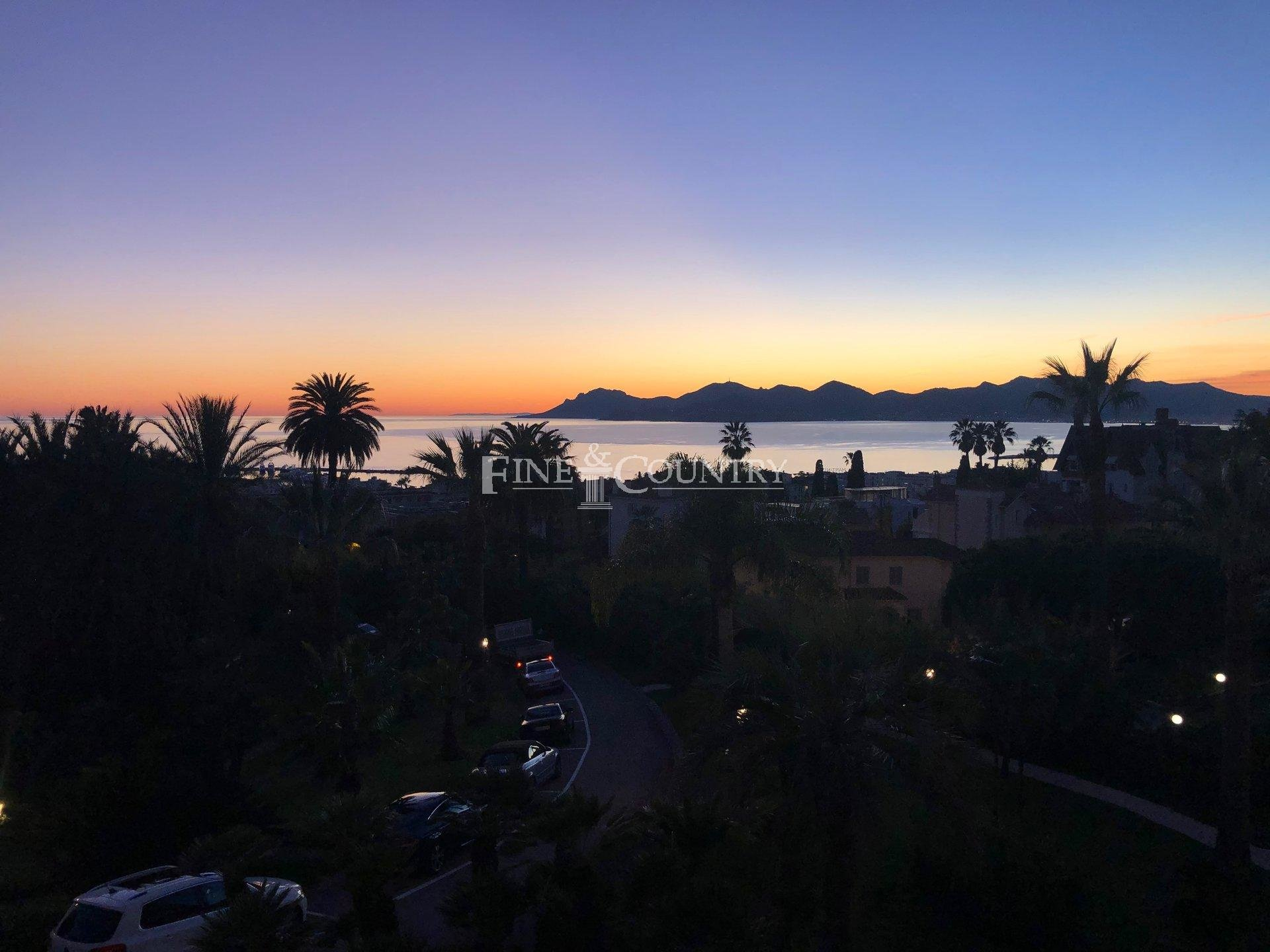 Bourgeois apartment for sale in La Californie, Cannes with sea views