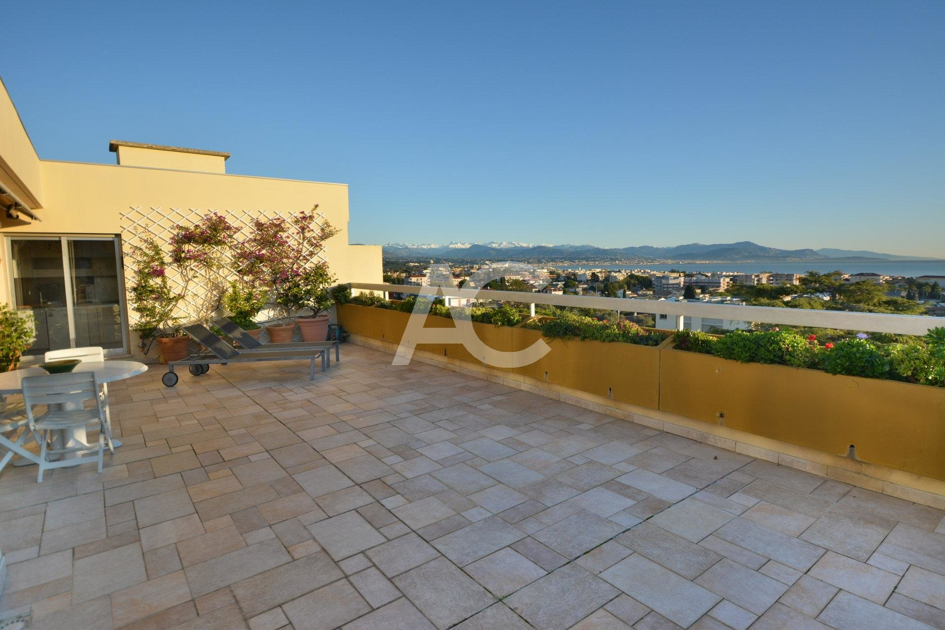 ANTIBES  - ROOFTOP  - SUPERB SEAVIEW