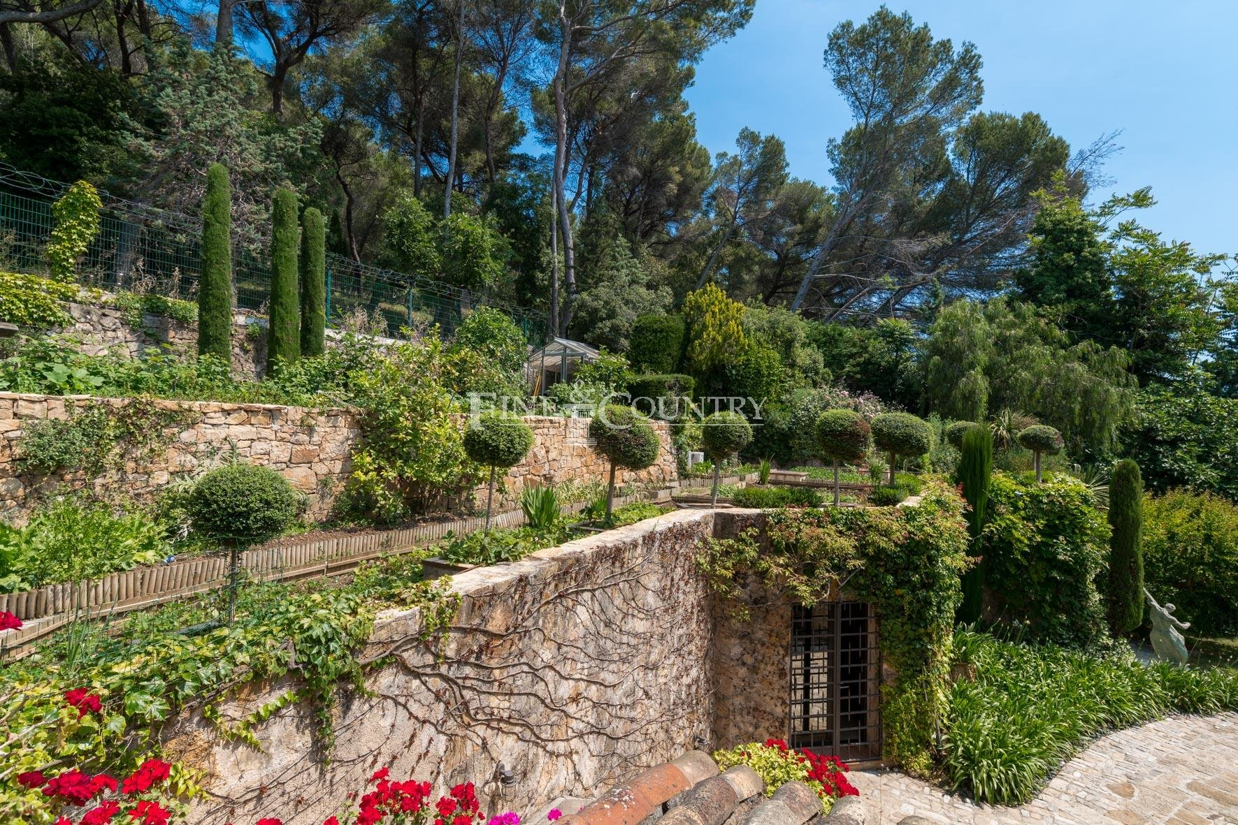 Luxury villa for sale in Cannes Mougins