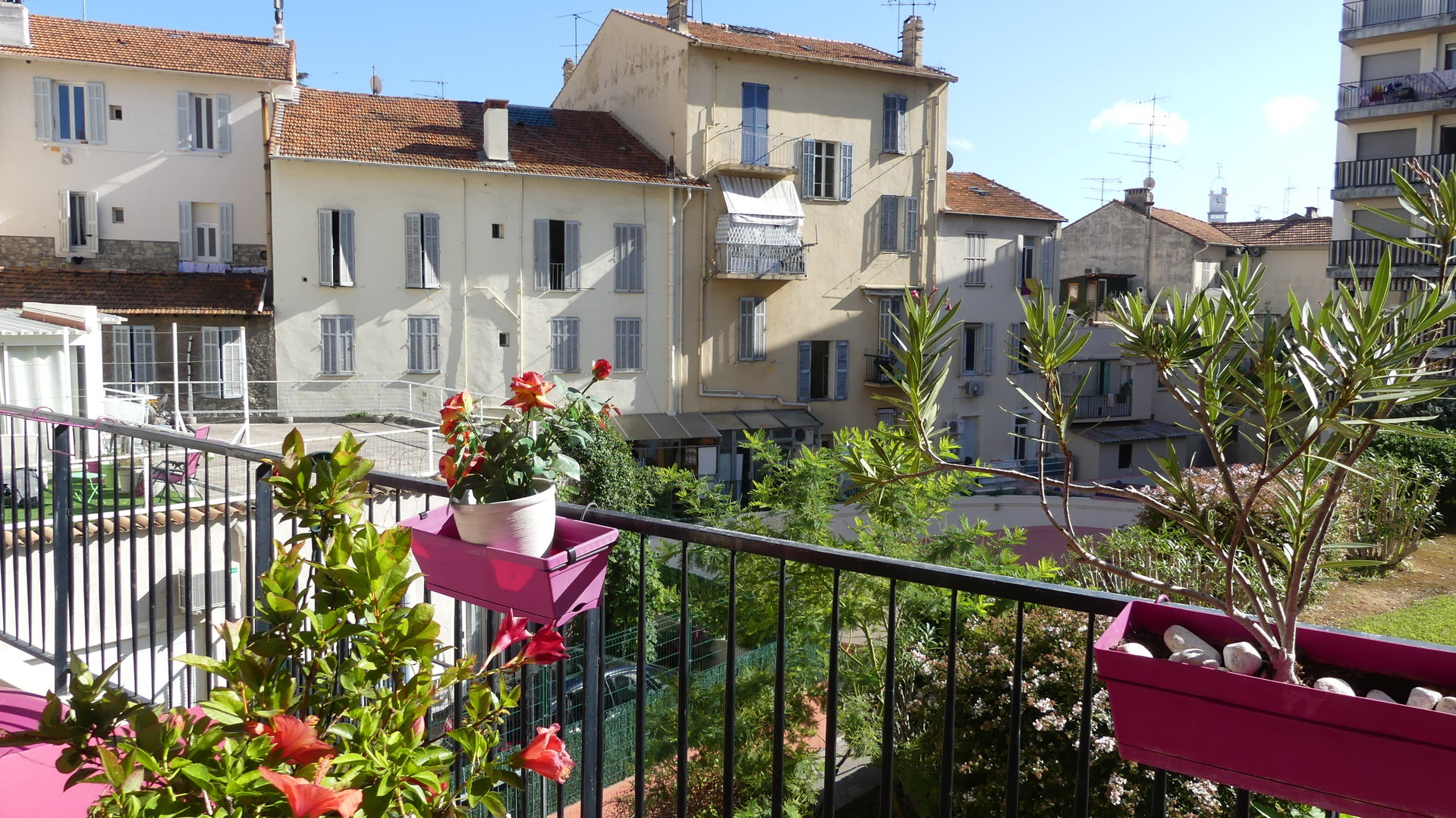 For sale beautiful 2 rooms 42.03 m² completely renovated, in a quiet area facing south