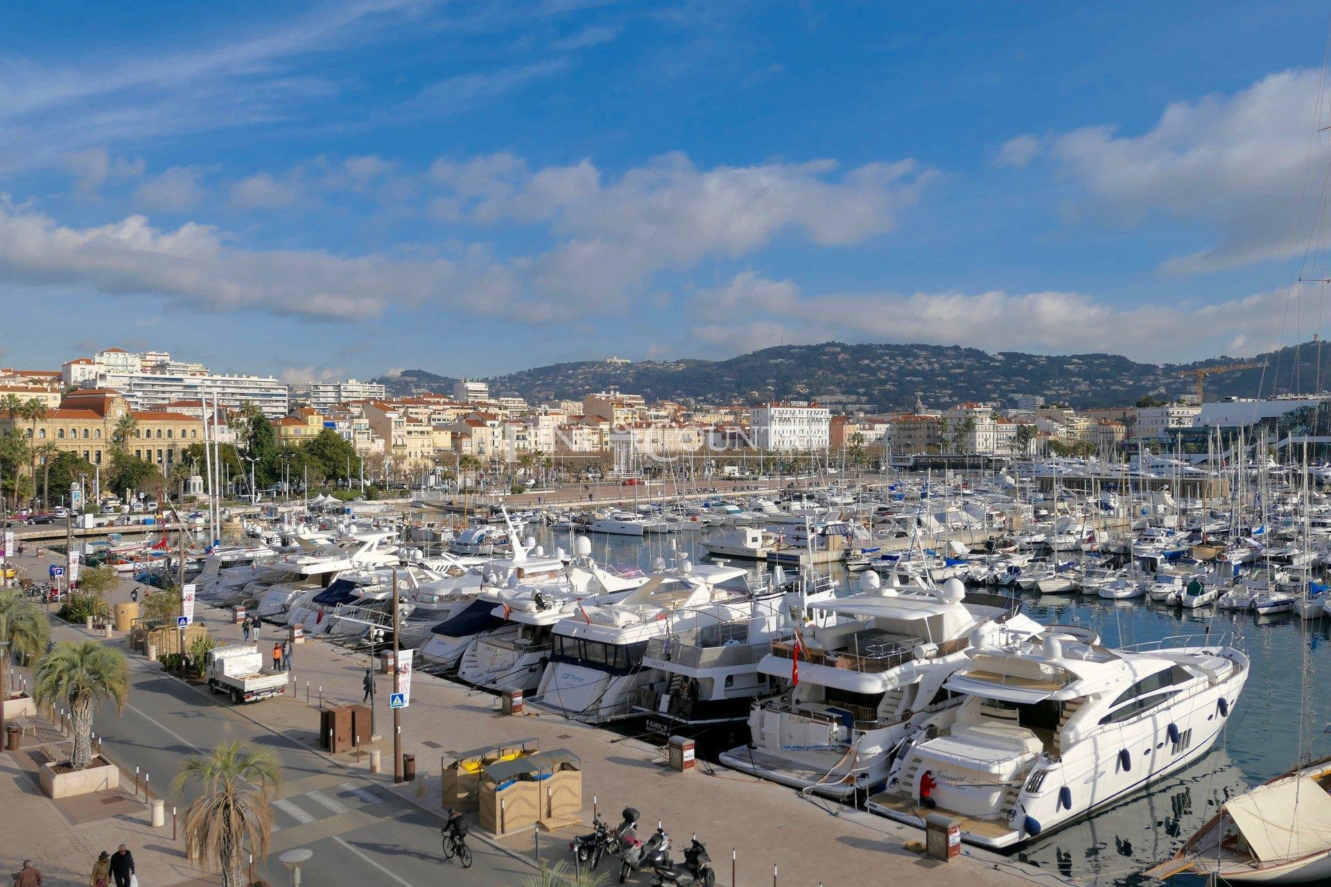 Apartment for sale in Cannes, Old Port