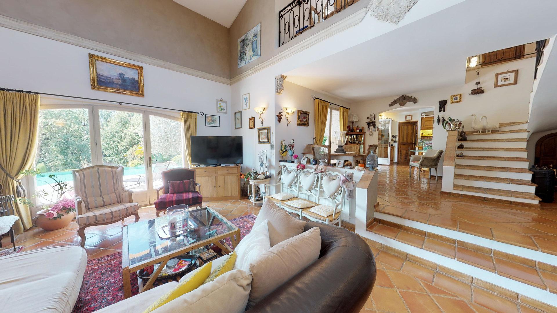 Villa provençale à distance à pied du village de Valbonne