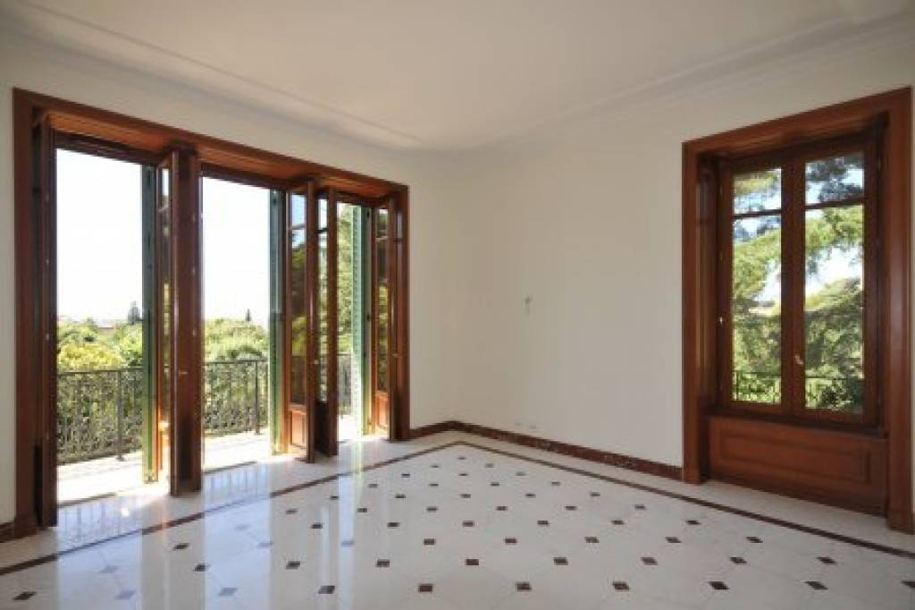 Very nice 5 bedroom apartment in park with indoor pool