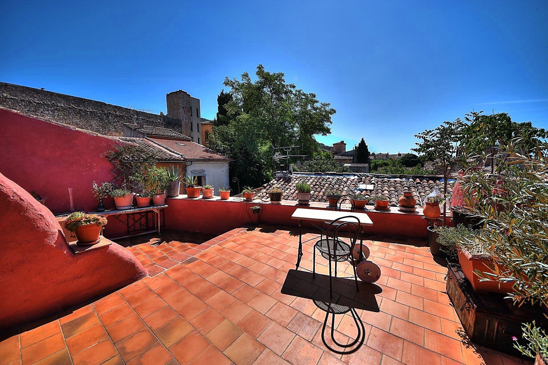 Maison de village avec superbe terrasse Aups