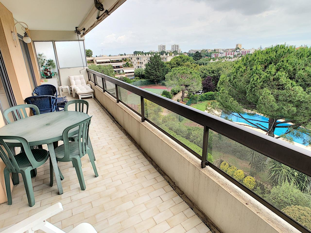 Top floor apartment with large terrace and pool