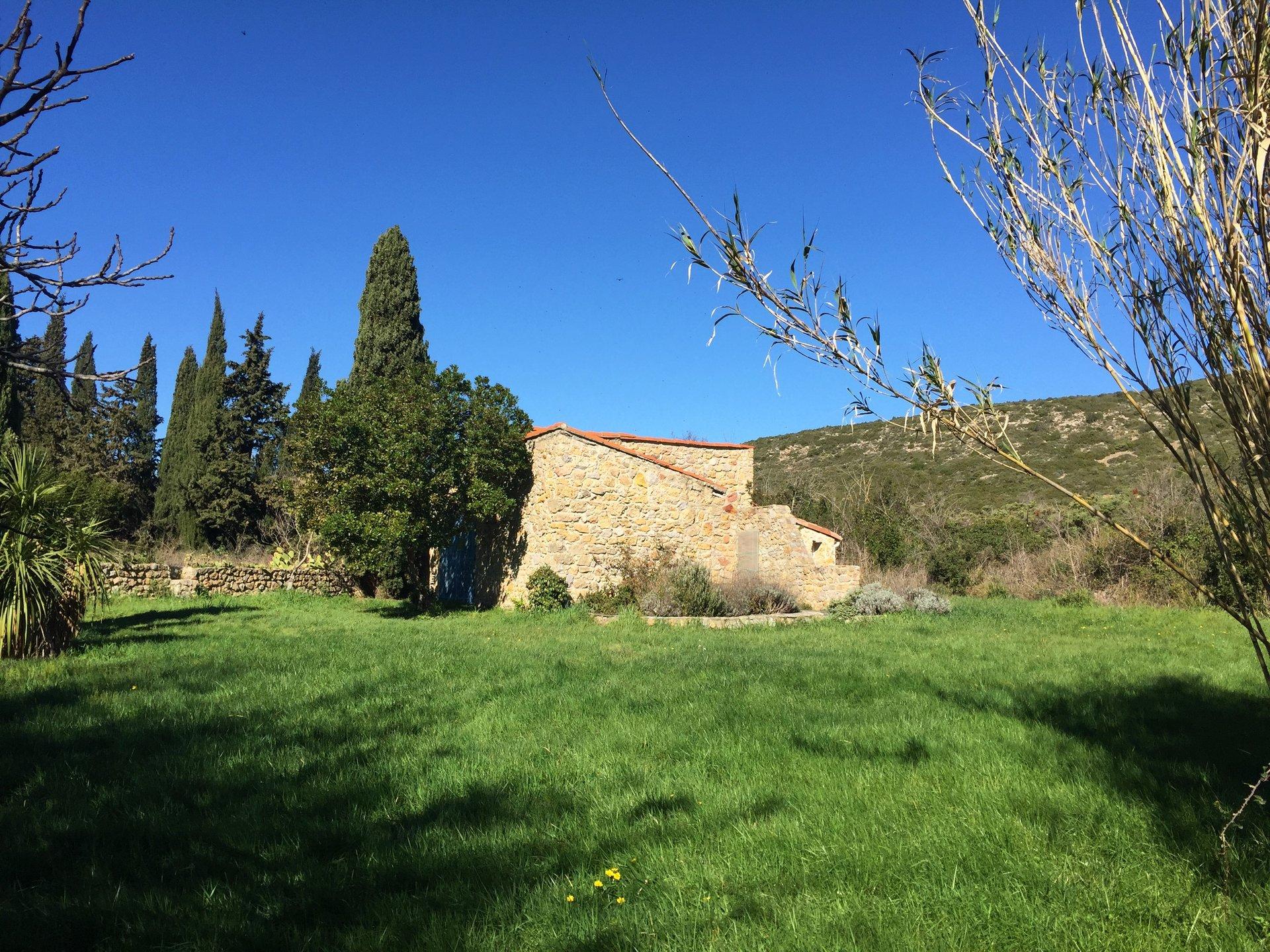 Bastide en pierres sur parcelle de 8761 m²