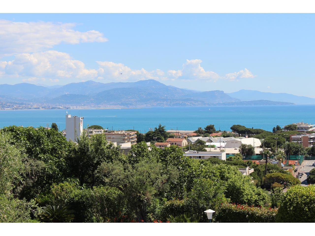 Apartment with fantastic views in a popular residence in Antibes
