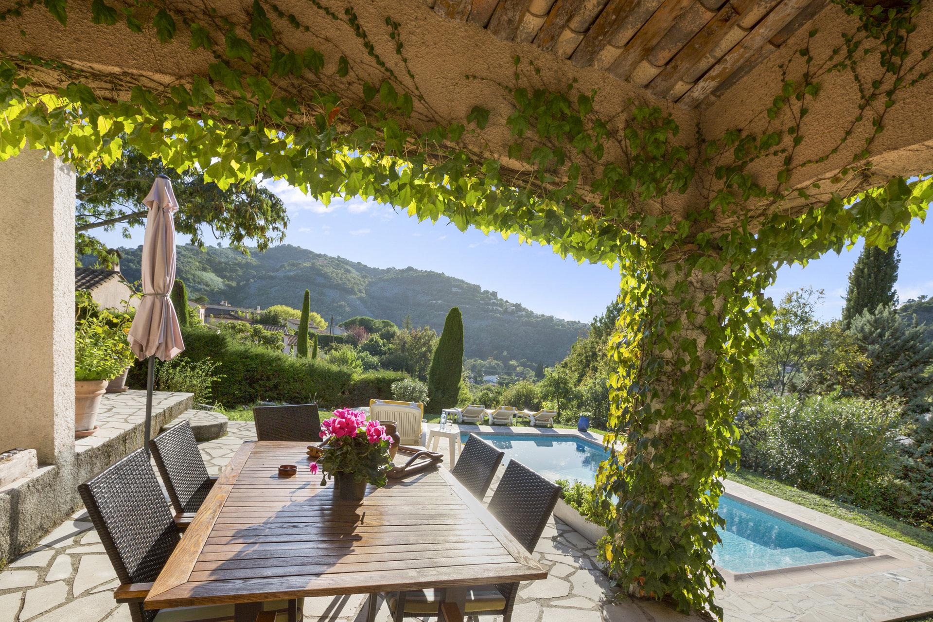 Auribeau : belle maison de charme à proximité des commerces