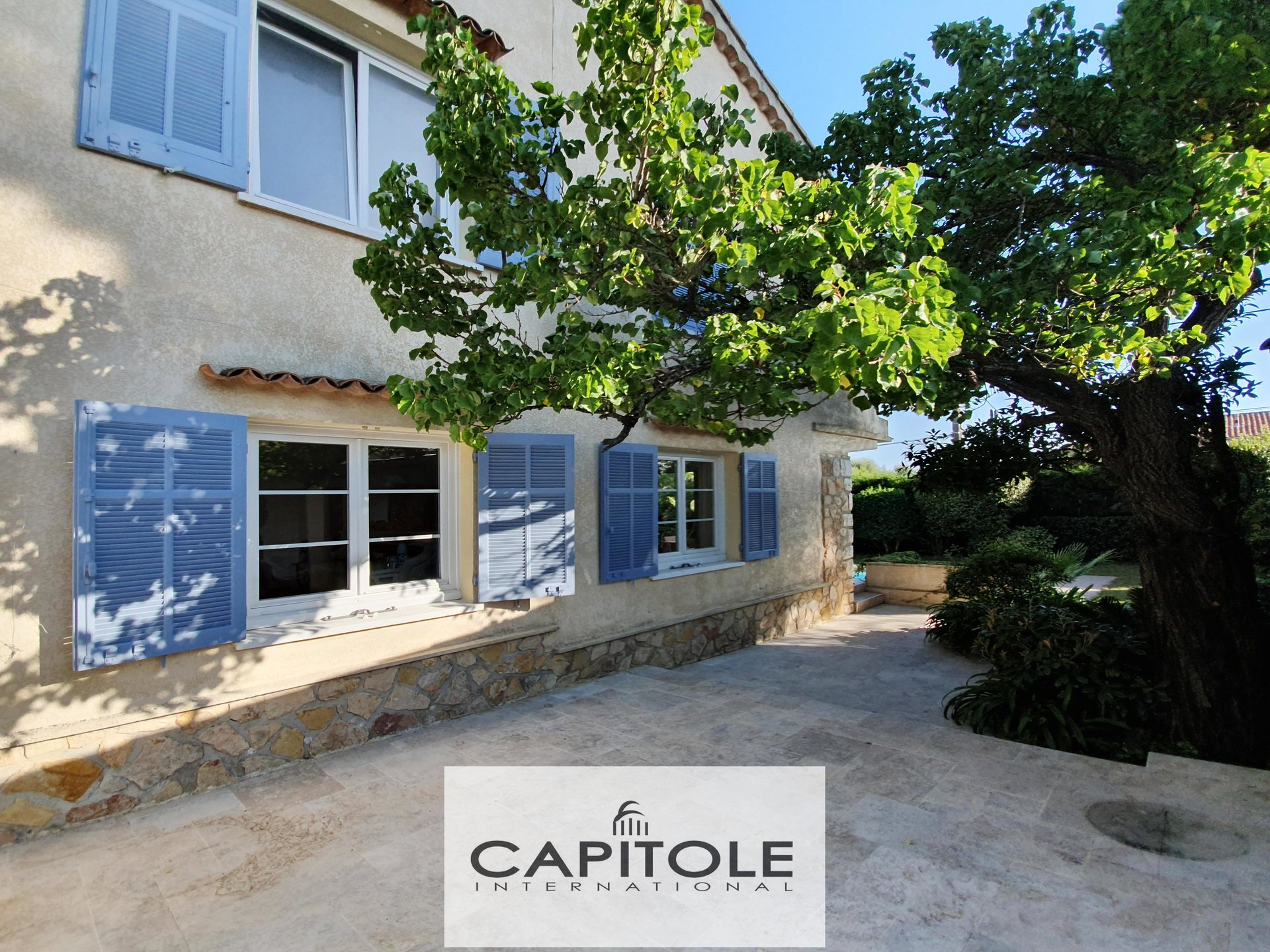 For sale, Juan-Les-Pins,  large family home 178 m², swimming pool