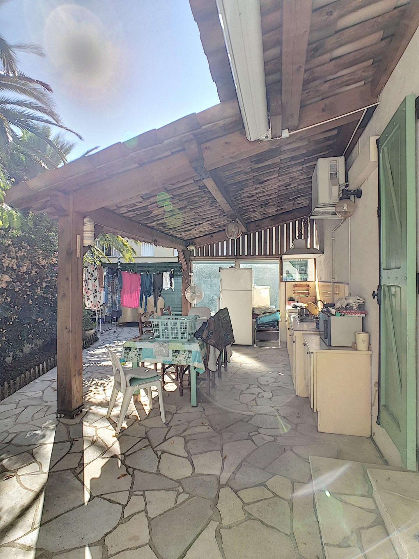 Provensalsk villa till salu i Cannes Croix des Gardes