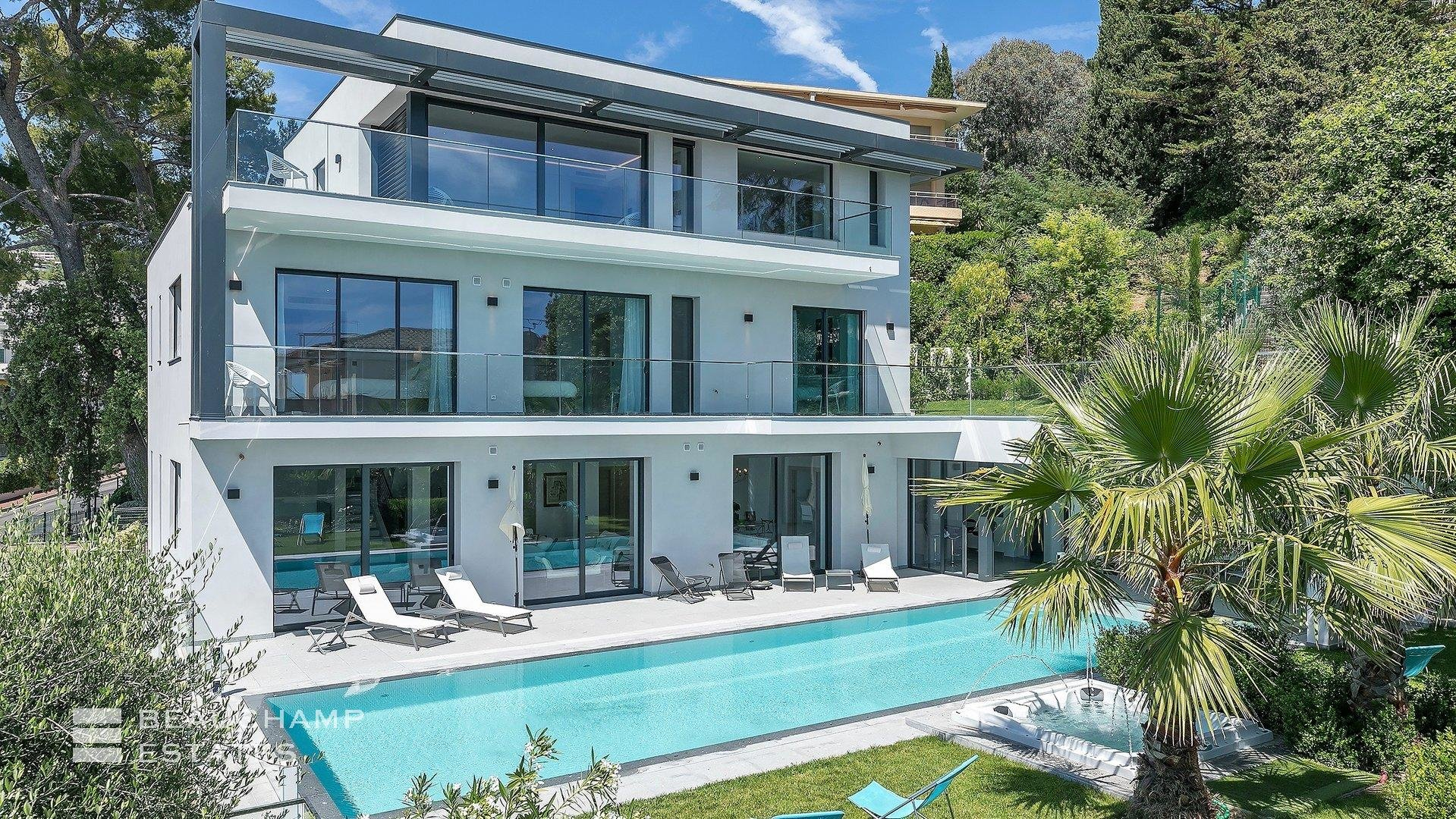 Close to Cannes, Brand new Contemporary 6 Bedrooms Villa