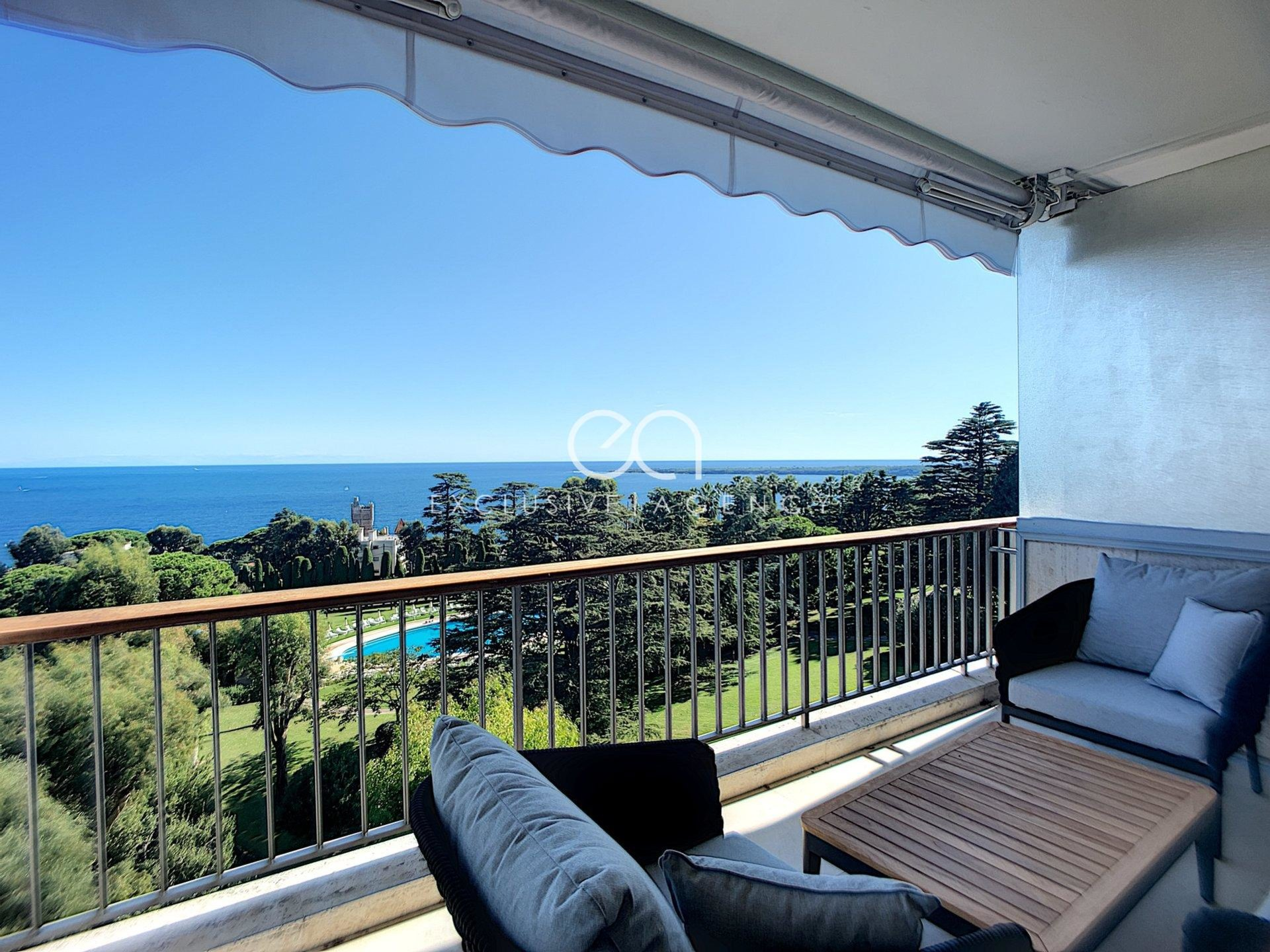CANNES VENTE APPARTEMENT RENOVE VUE MER GRAND 2 PIECES TERRASE PISCINE TENNIS.